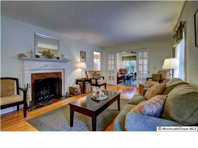 7. Single Family Homes for Sale at 326 South Boulevard Spring Lake, New Jersey 07762 United States
