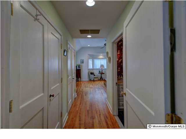 20. Single Family Homes for Sale at 326 South Boulevard Spring Lake, New Jersey 07762 United States