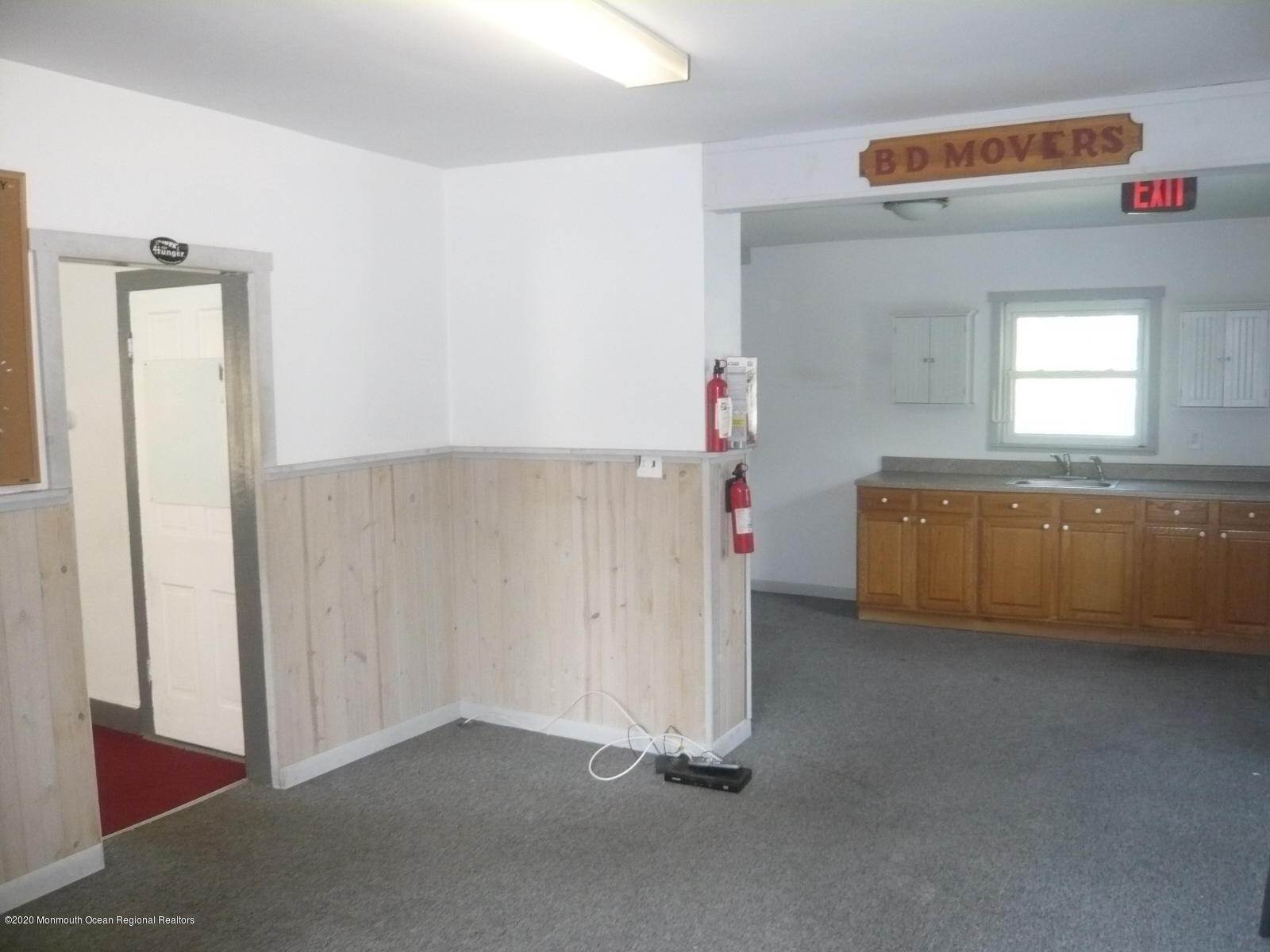 7. Commercial for Sale at 909 Main Street Manahawkin, New Jersey 08050 United States