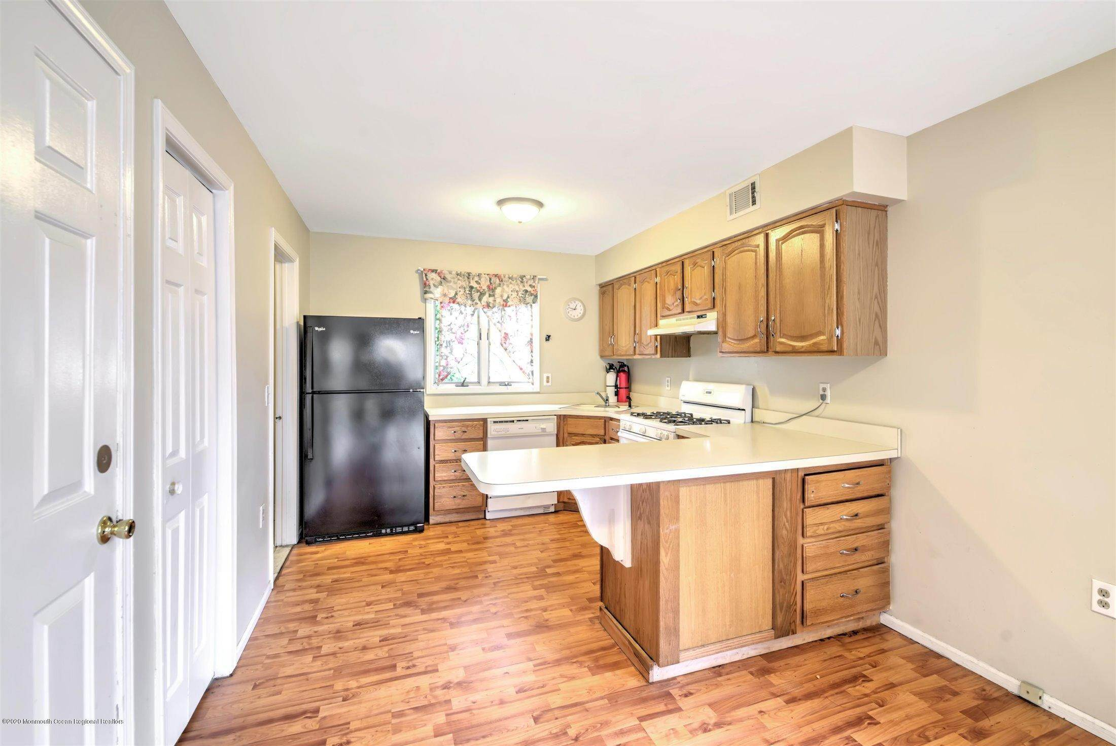 12. Condominiums for Sale at 401 Buermann Avenue Toms River, New Jersey 08753 United States