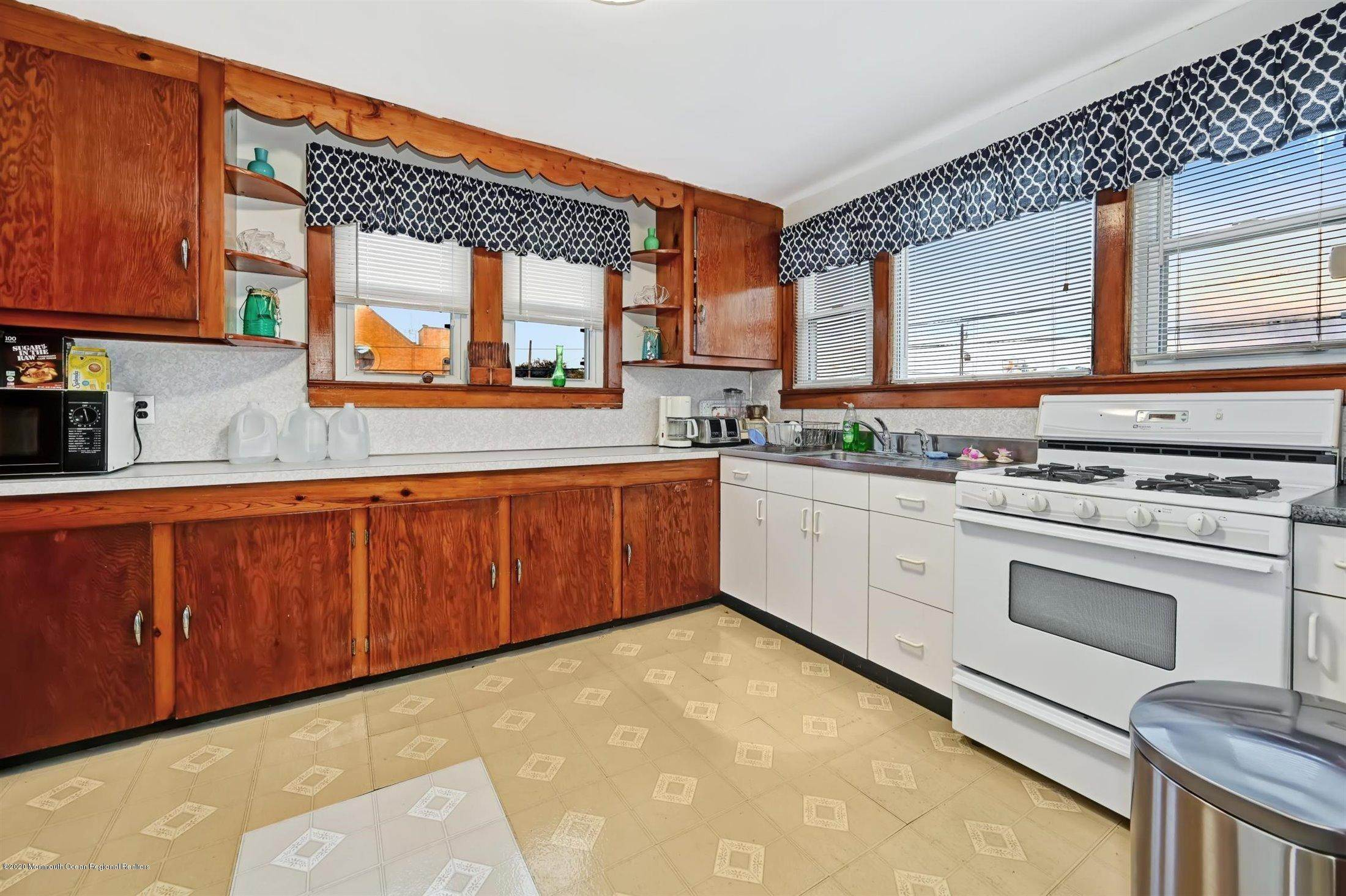 6. Single Family Homes for Sale at 115 Grant Avenue Seaside Heights, New Jersey 08751 United States