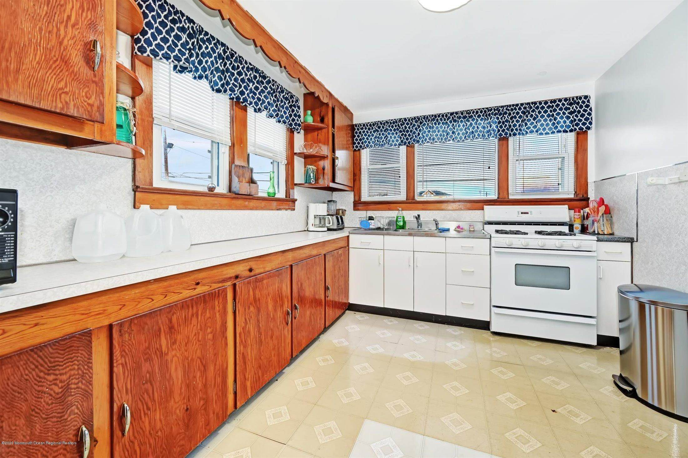 7. Single Family Homes for Sale at 115 Grant Avenue Seaside Heights, New Jersey 08751 United States