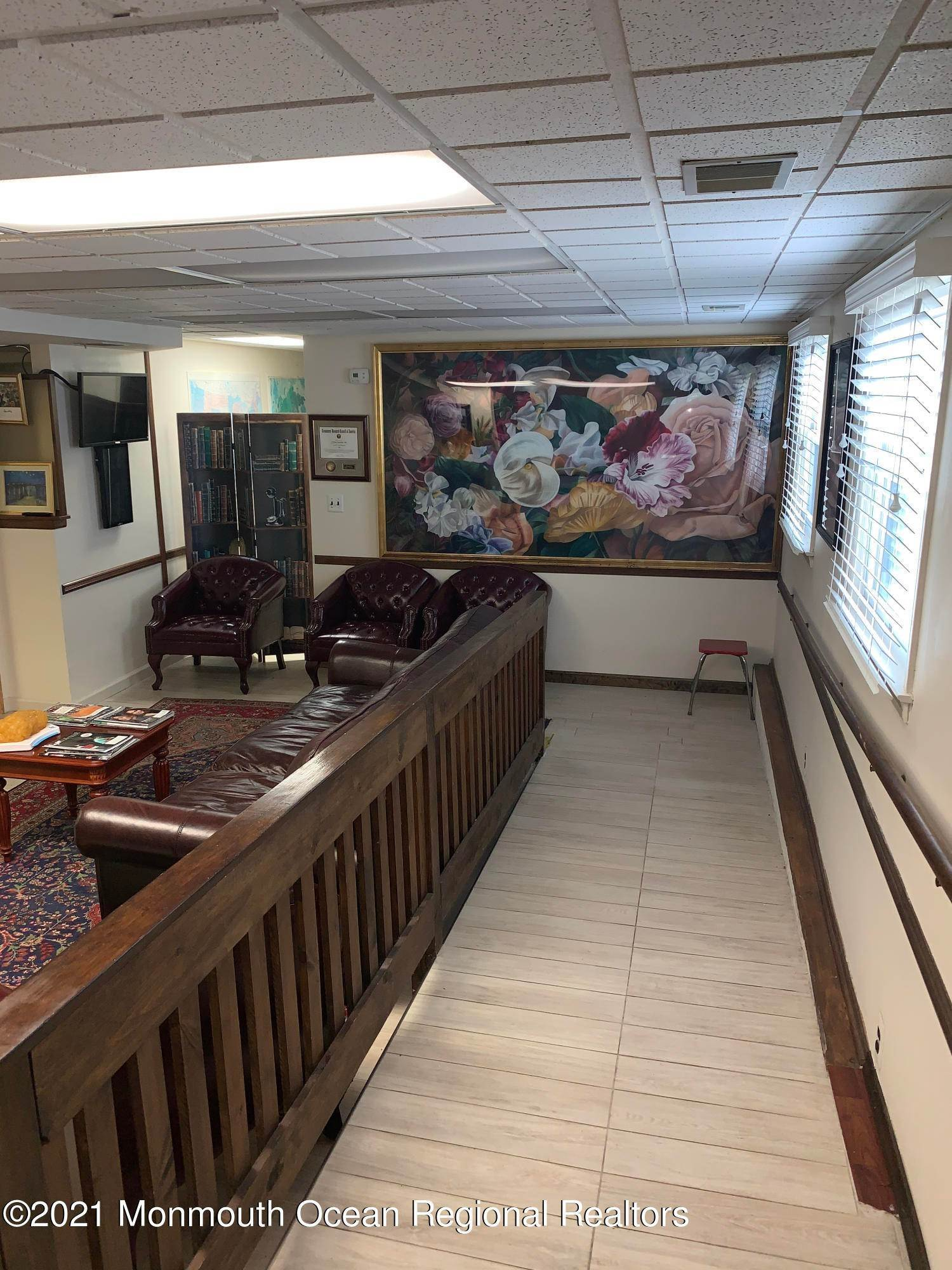 16. Commercial for Sale at 158 Main Street Matawan, New Jersey 07747 United States