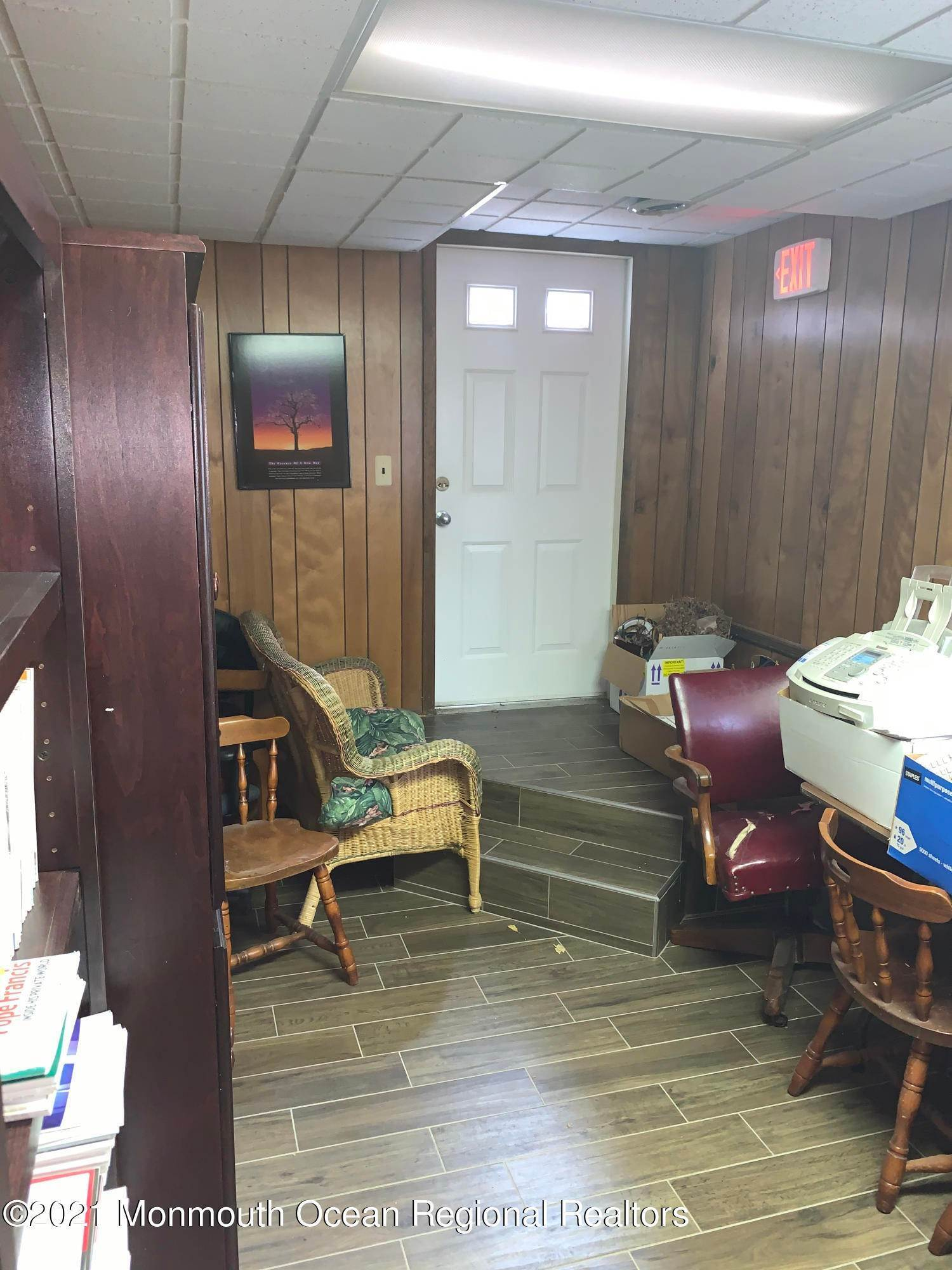 25. Commercial for Sale at 158 Main Street Matawan, New Jersey 07747 United States