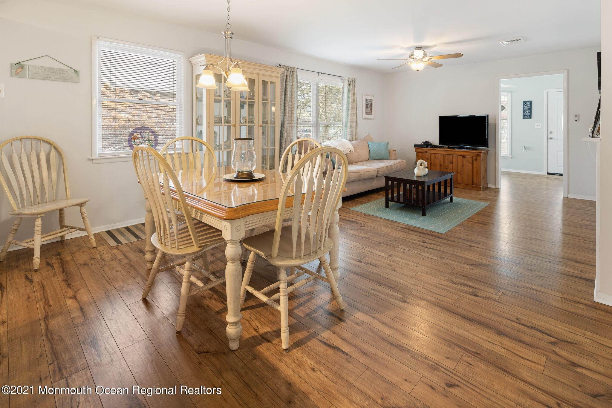15. Single Family Homes for Sale at 24 Dogwood Road Manahawkin, New Jersey 08050 United States