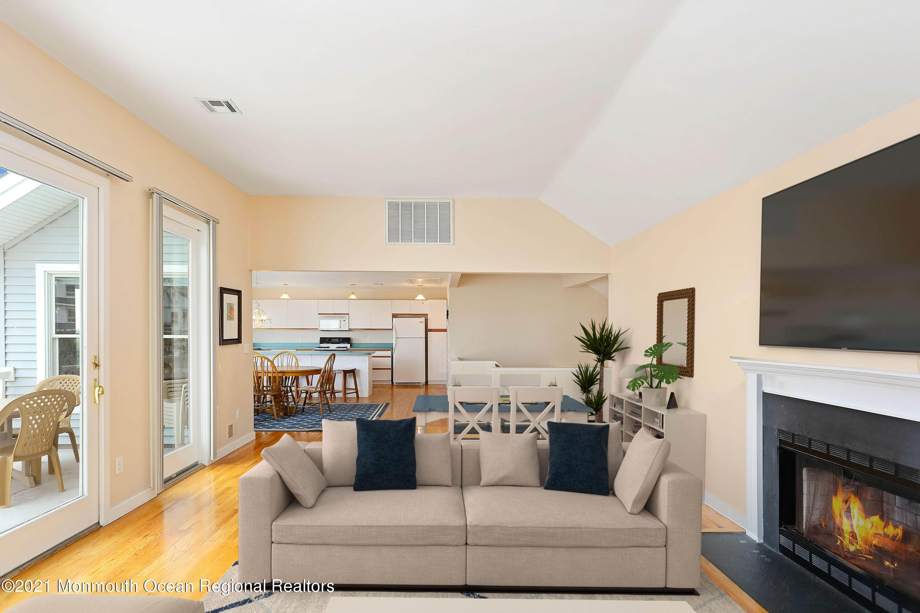 20. Single Family Homes for Sale at 1904 Beacon Lane Point Pleasant Beach, New Jersey 08742 United States