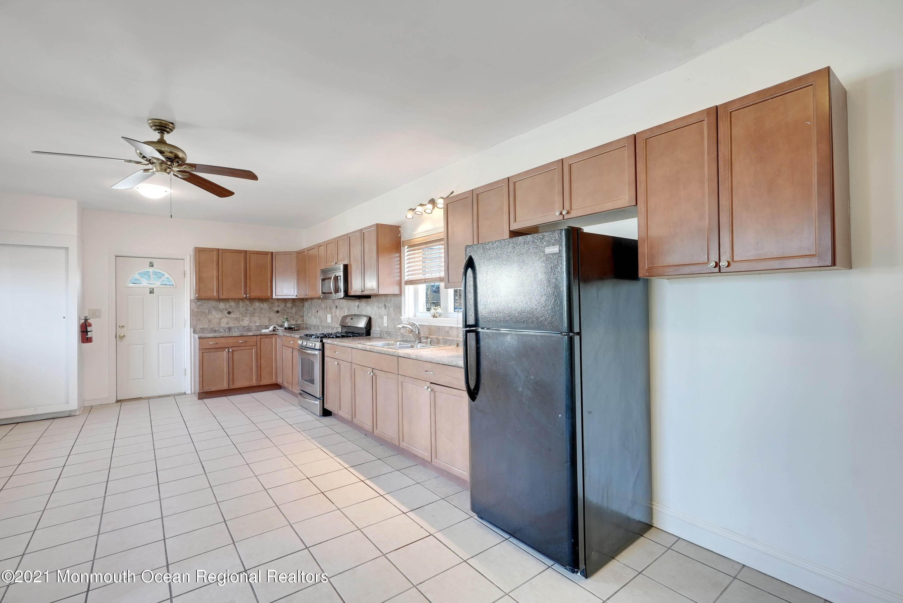 21. Single Family Homes for Sale at 1415 Asbury Avenue Asbury Park, New Jersey 07712 United States