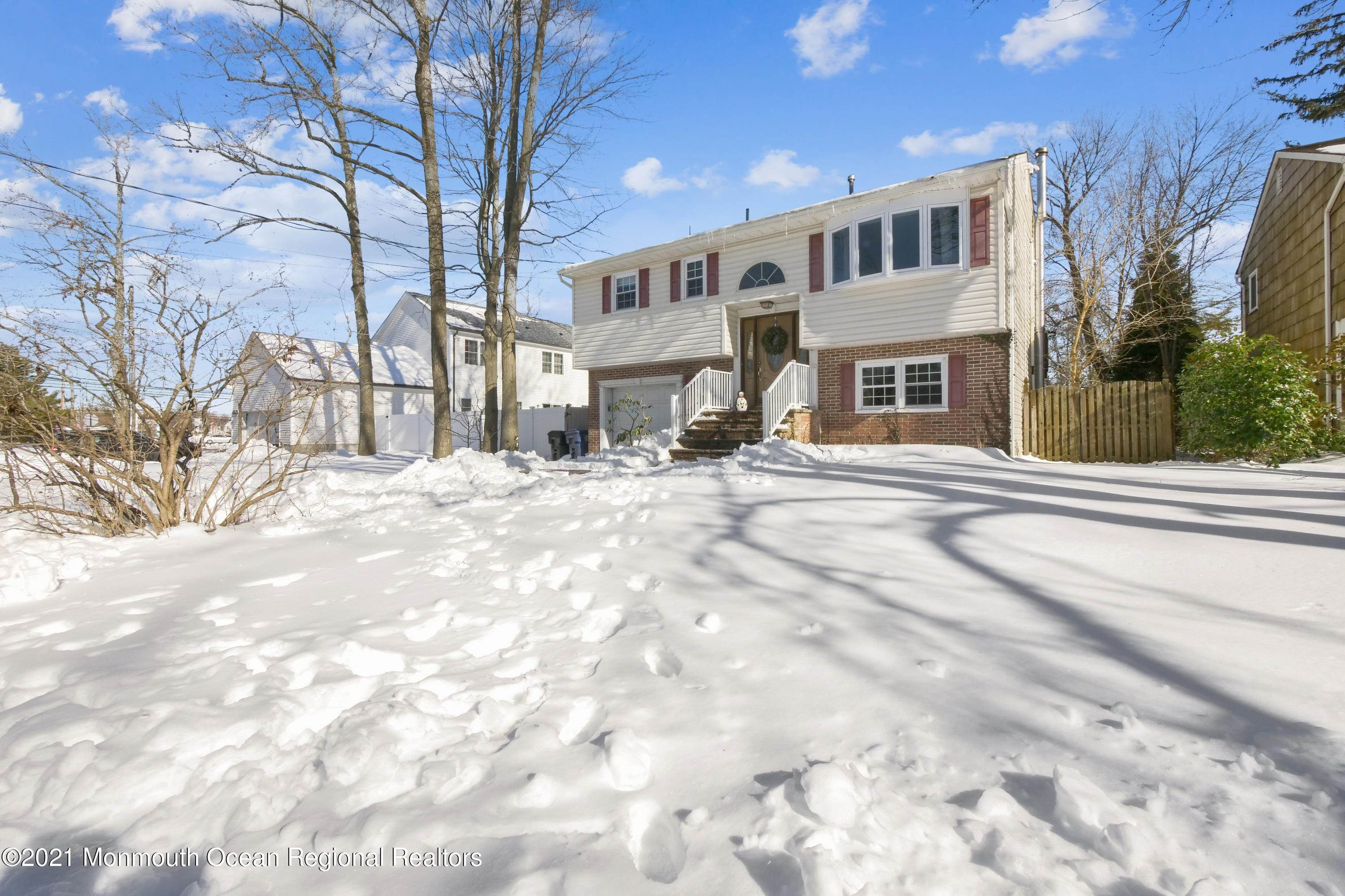30. Single Family Homes for Sale at 137 Elmwood Avenue Atlantic Highlands, New Jersey 07716 United States