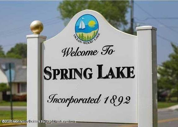 38. Single Family Homes for Sale at 1 Monmouth Shire Lane Spring Lake, New Jersey 07762 United States