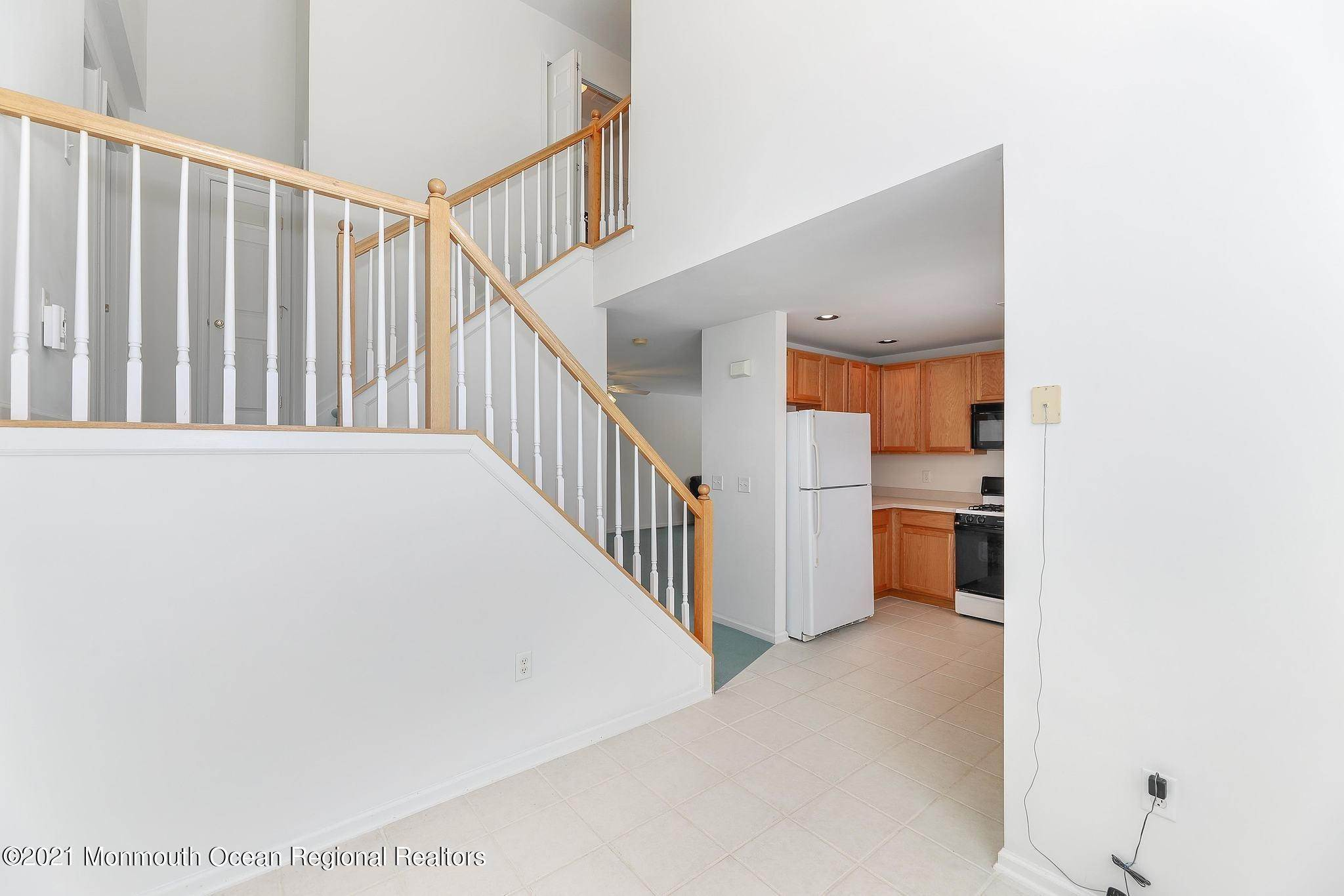 13. Condominiums for Sale at 35 Catherine Court Laurence Harbor, New Jersey 08879 United States