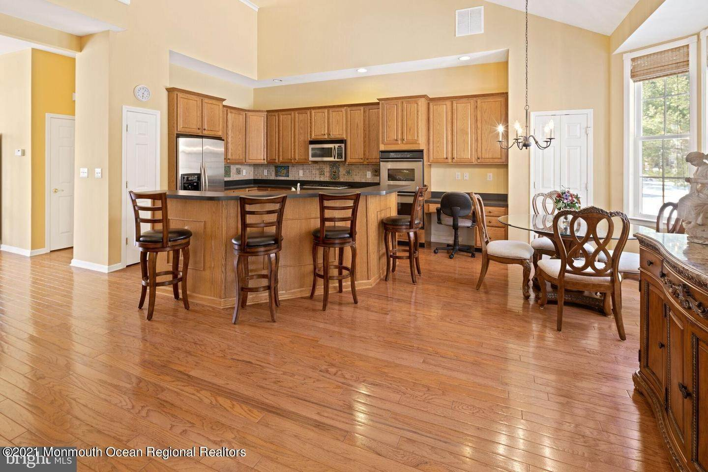 21. Single Family Homes for Sale at 10 Whitecaps Terr Terrace Barnegat, New Jersey 08005 United States