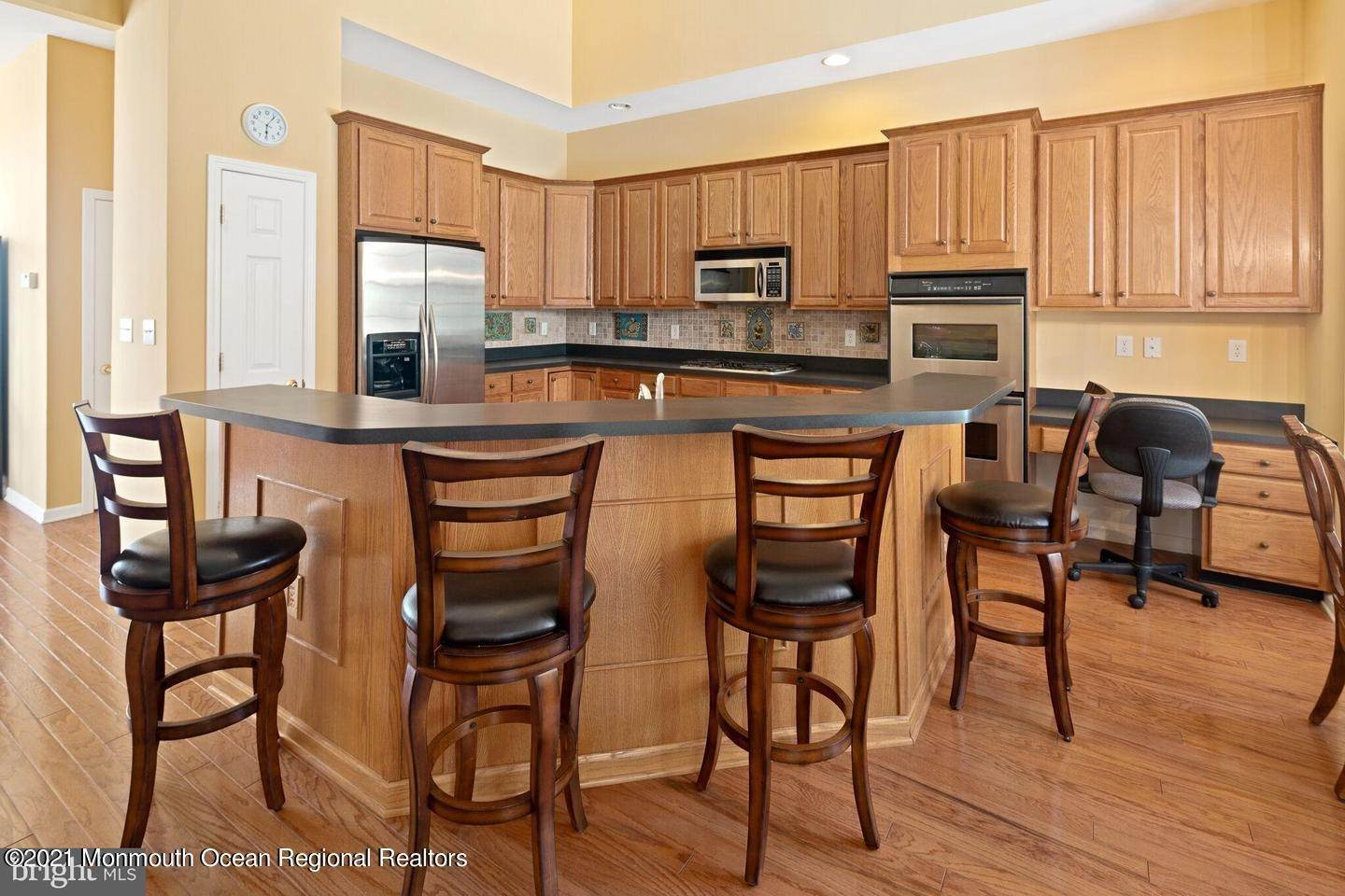 23. Single Family Homes for Sale at 10 Whitecaps Terr Terrace Barnegat, New Jersey 08005 United States