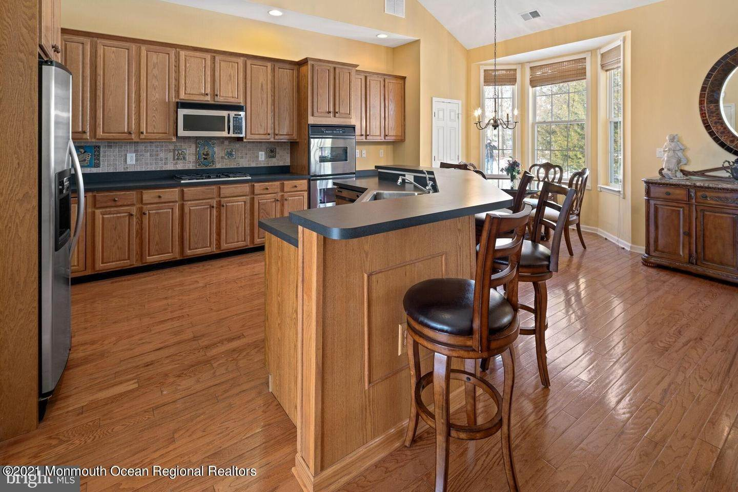 27. Single Family Homes for Sale at 10 Whitecaps Terr Terrace Barnegat, New Jersey 08005 United States