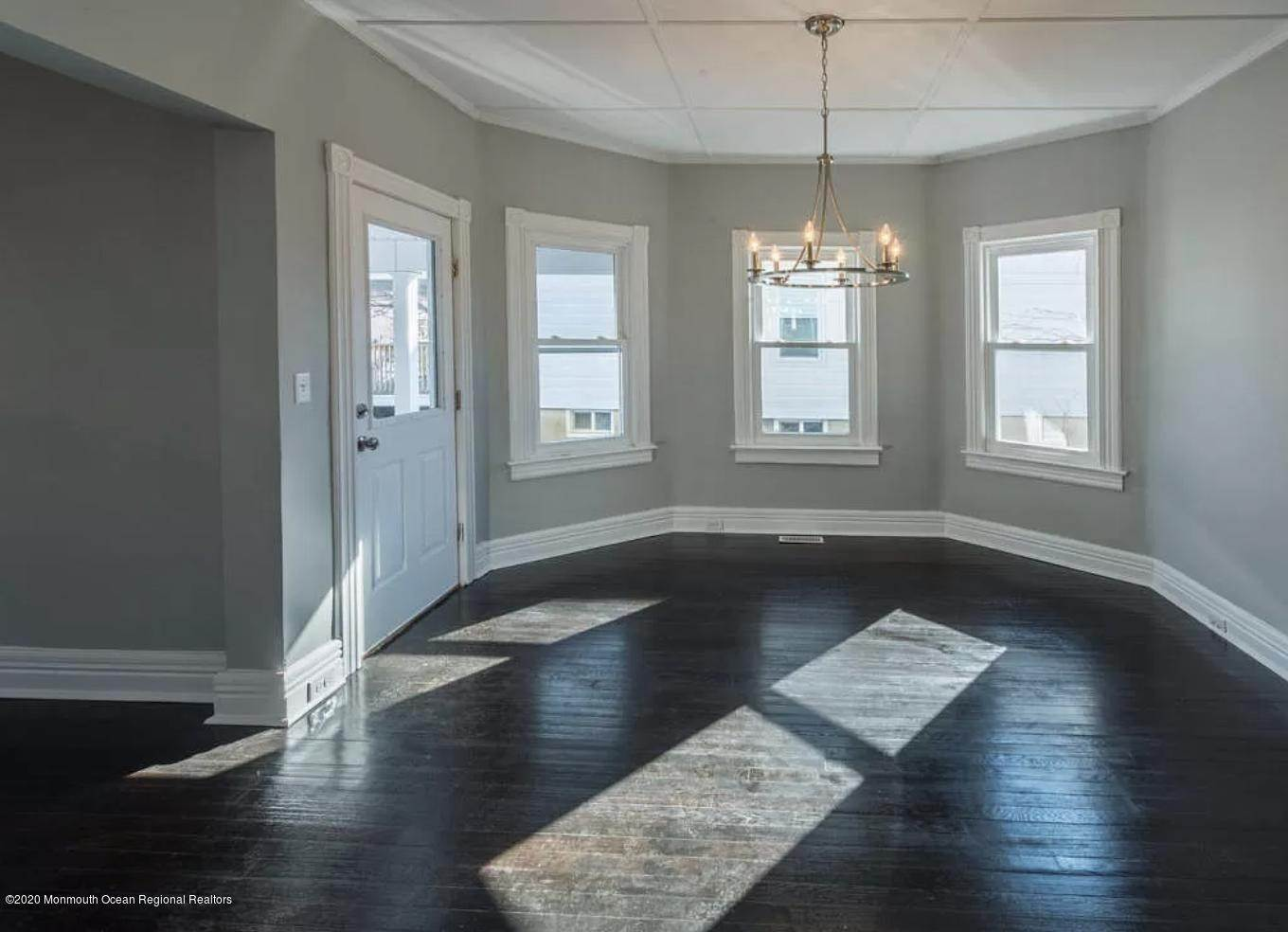 7. Single Family Homes for Sale at 36 Slocum Place Long Branch, New Jersey 07740 United States