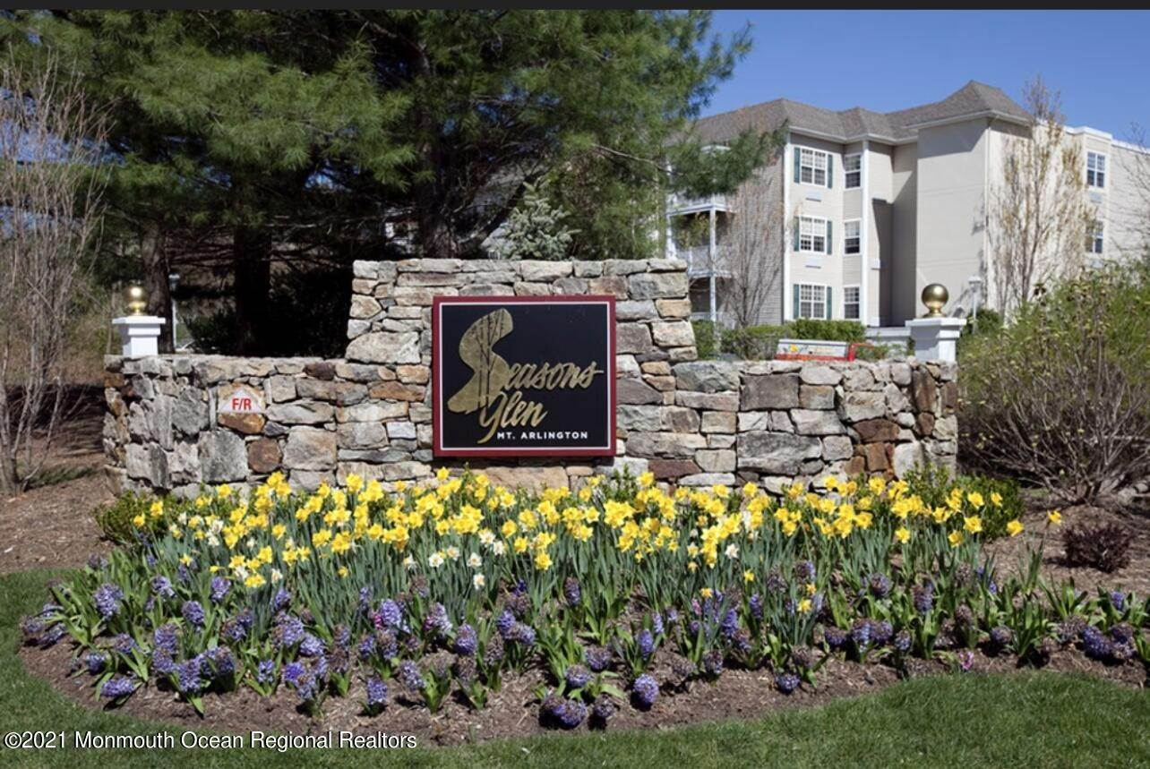 Condominiums for Sale at 6 Crestview Lane Mount Arlington, New Jersey 07856 United States