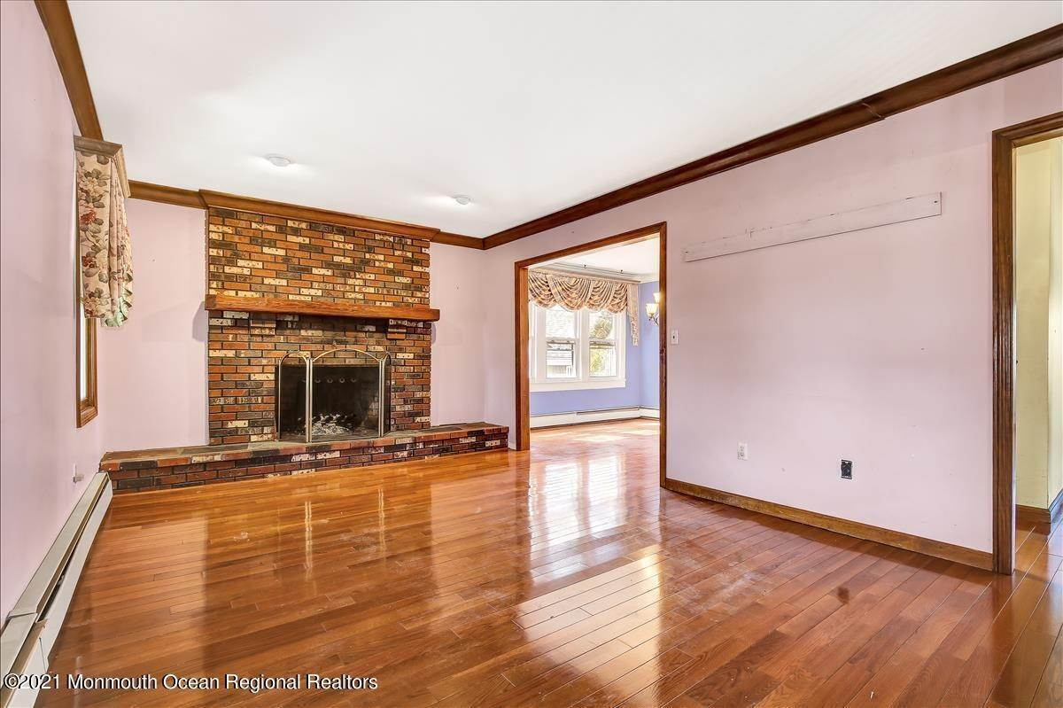 6. Single Family Homes for Sale at 19 Oak Terrace Neptune City, New Jersey 07753 United States