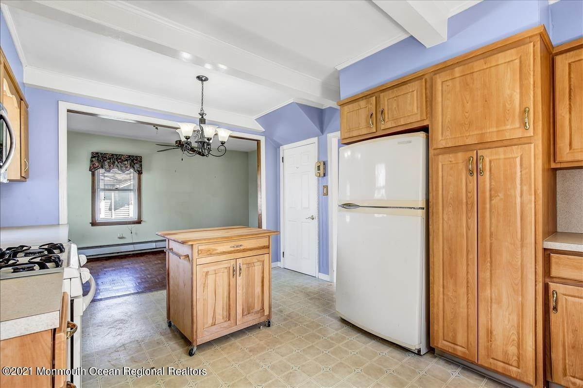 14. Single Family Homes for Sale at 19 Oak Terrace Neptune City, New Jersey 07753 United States