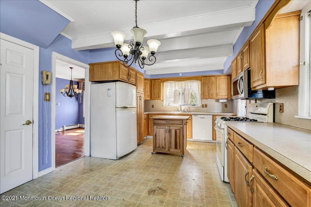 13. Single Family Homes for Sale at 19 Oak Terrace Neptune City, New Jersey 07753 United States