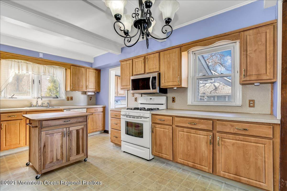 12. Single Family Homes for Sale at 19 Oak Terrace Neptune City, New Jersey 07753 United States