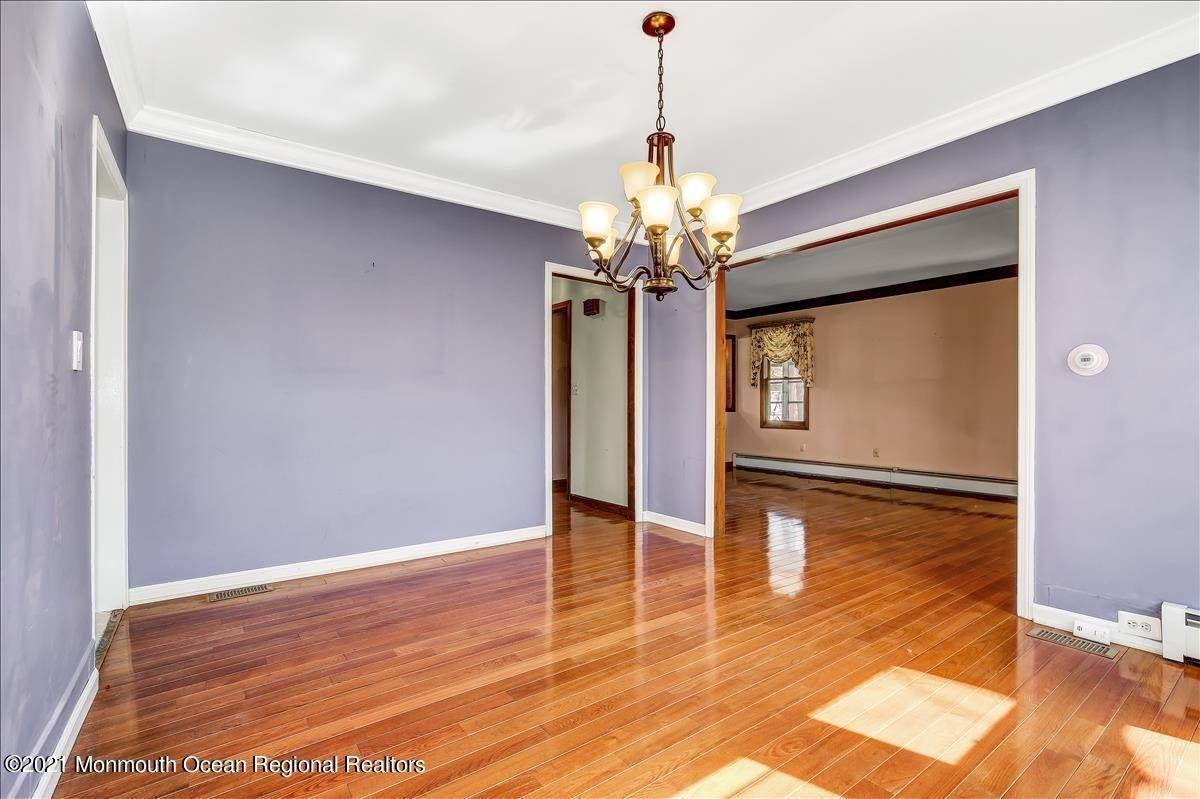 11. Single Family Homes for Sale at 19 Oak Terrace Neptune City, New Jersey 07753 United States