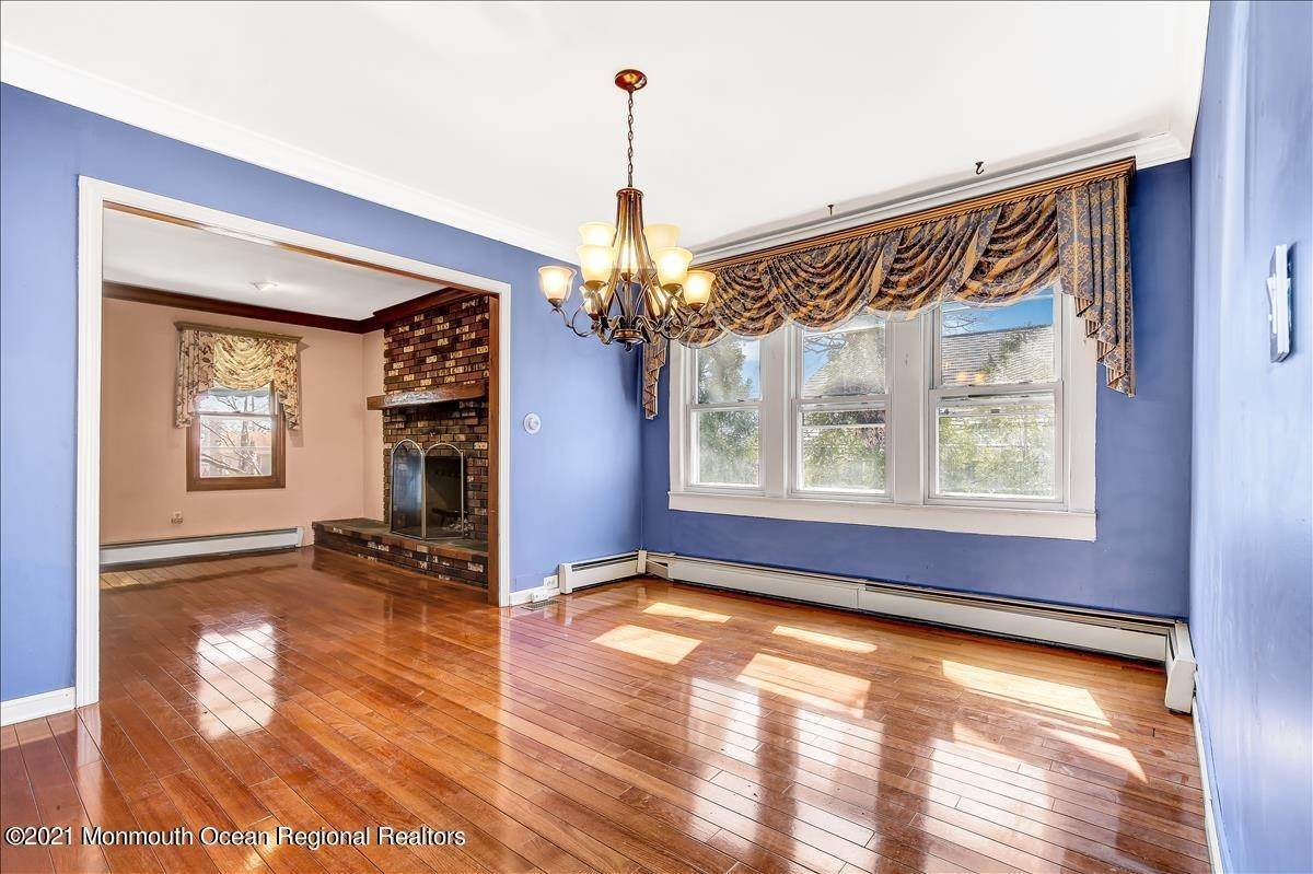 9. Single Family Homes for Sale at 19 Oak Terrace Neptune City, New Jersey 07753 United States