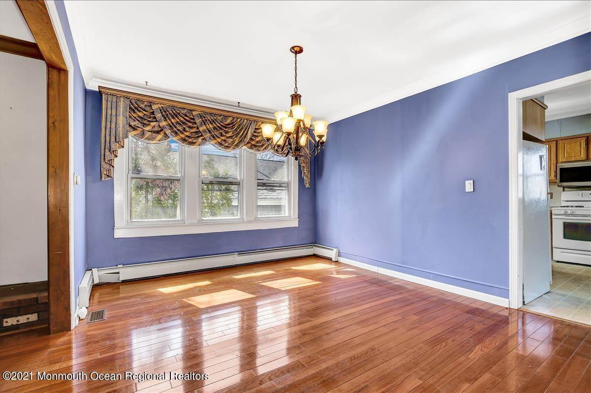 10. Single Family Homes for Sale at 19 Oak Terrace Neptune City, New Jersey 07753 United States
