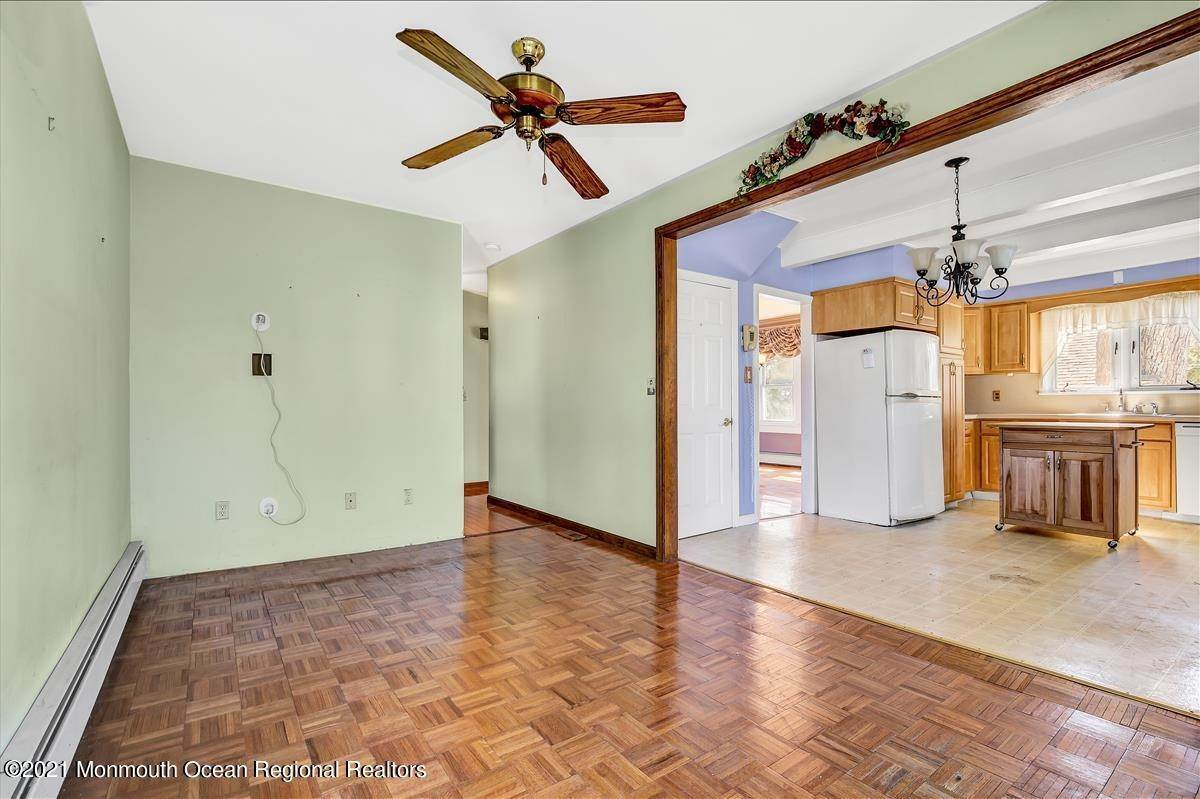 18. Single Family Homes for Sale at 19 Oak Terrace Neptune City, New Jersey 07753 United States