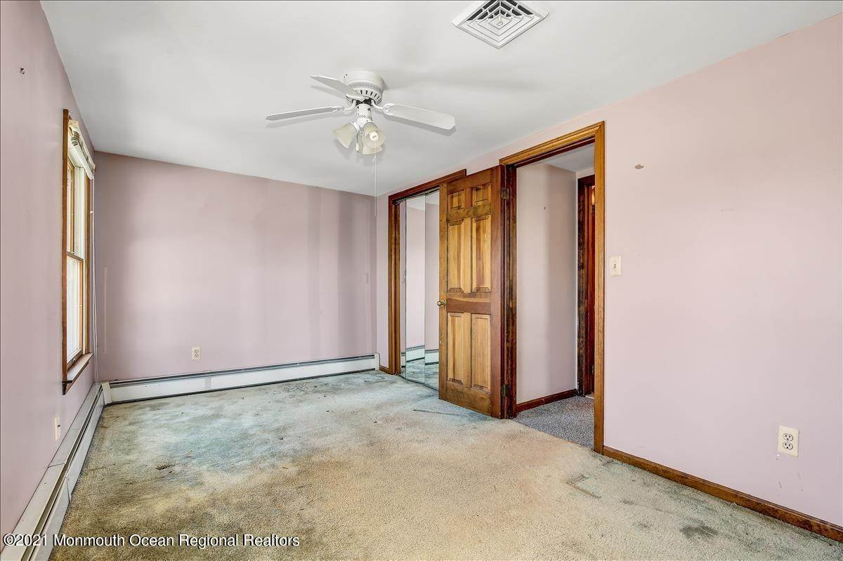 28. Single Family Homes for Sale at 19 Oak Terrace Neptune City, New Jersey 07753 United States
