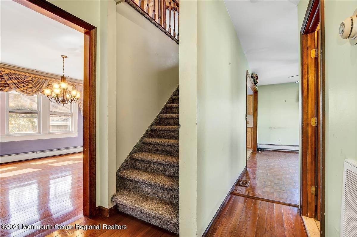 21. Single Family Homes for Sale at 19 Oak Terrace Neptune City, New Jersey 07753 United States