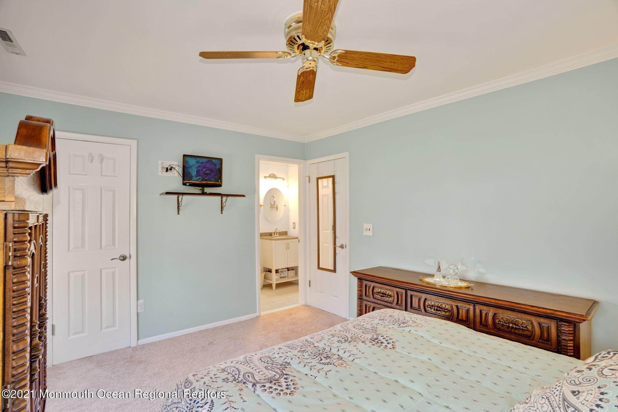 16. Single Family Homes for Sale at 1 Brookside Road Neptune, New Jersey 07753 United States