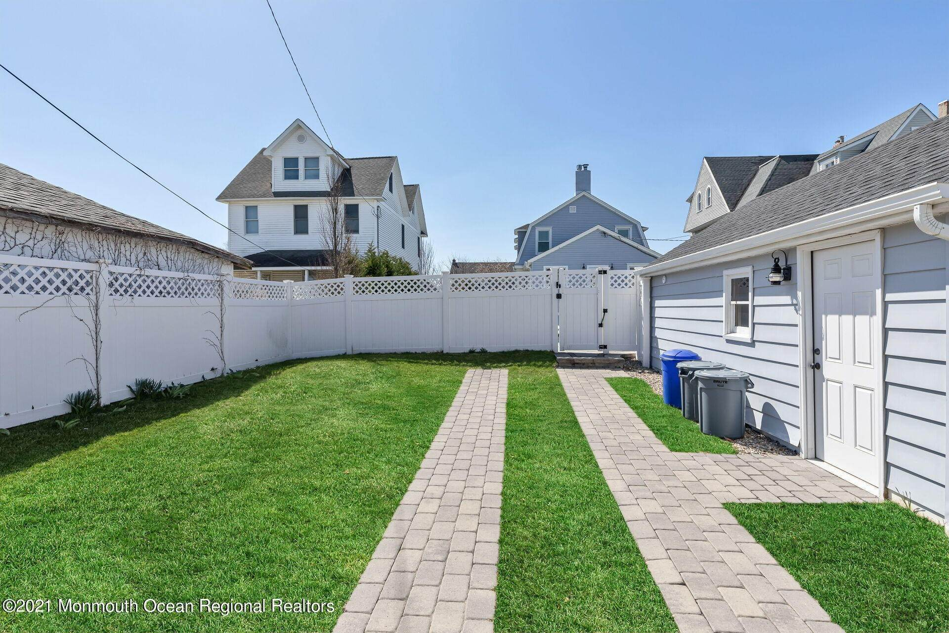 33. Single Family Homes for Sale at 226 Lincoln Avenue Avon by the Sea, New Jersey 07717 United States