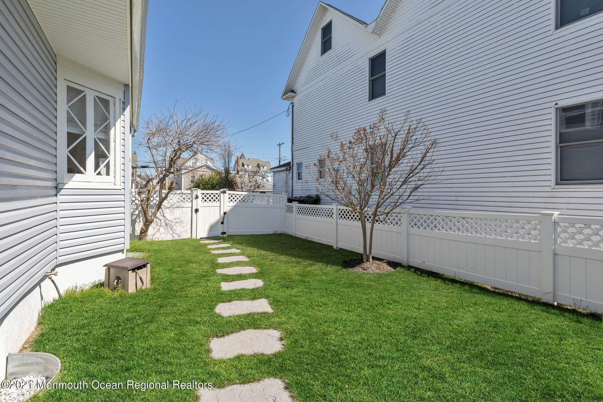 34. Single Family Homes for Sale at 226 Lincoln Avenue Avon by the Sea, New Jersey 07717 United States