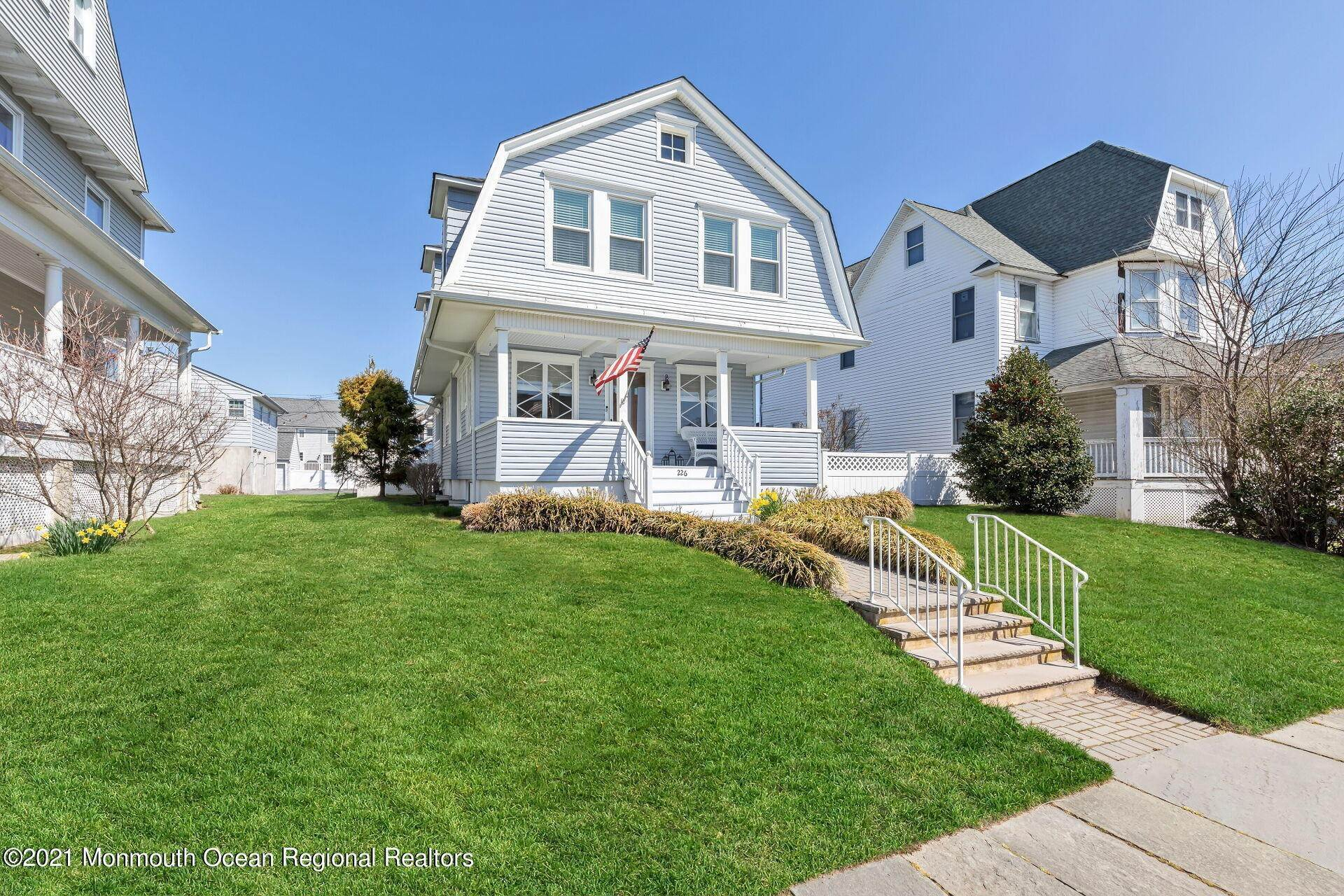 2. Single Family Homes for Sale at 226 Lincoln Avenue Avon by the Sea, New Jersey 07717 United States