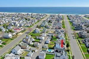 40. Single Family Homes for Sale at 226 Lincoln Avenue Avon by the Sea, New Jersey 07717 United States