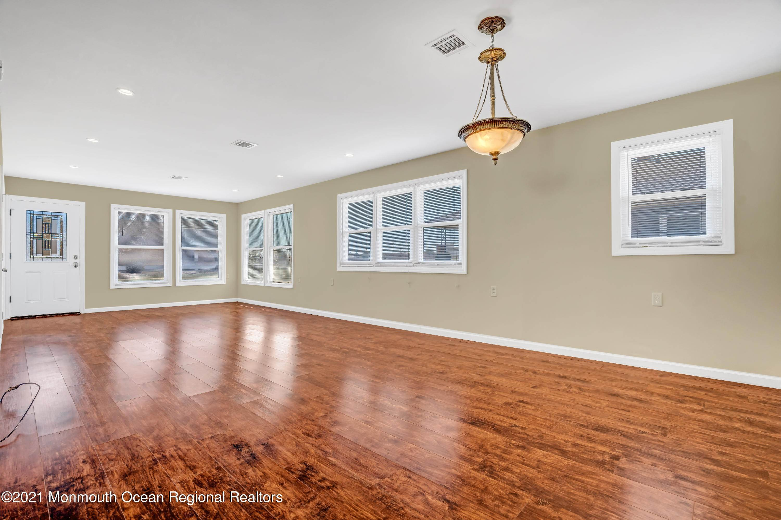 10. Single Family Homes for Sale at 733 Jamaica Boulevard Toms River, New Jersey 08757 United States