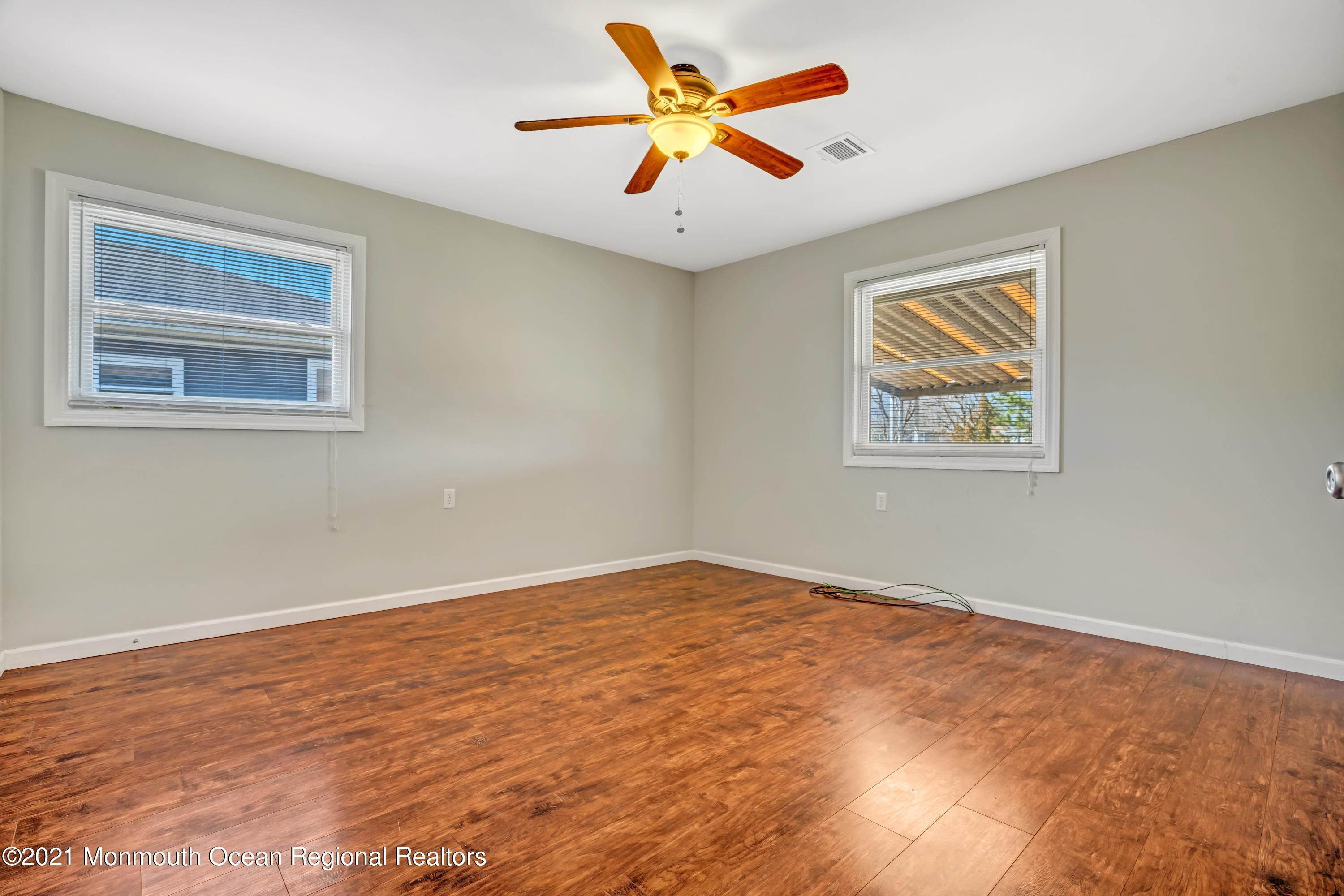 19. Single Family Homes for Sale at 733 Jamaica Boulevard Toms River, New Jersey 08757 United States