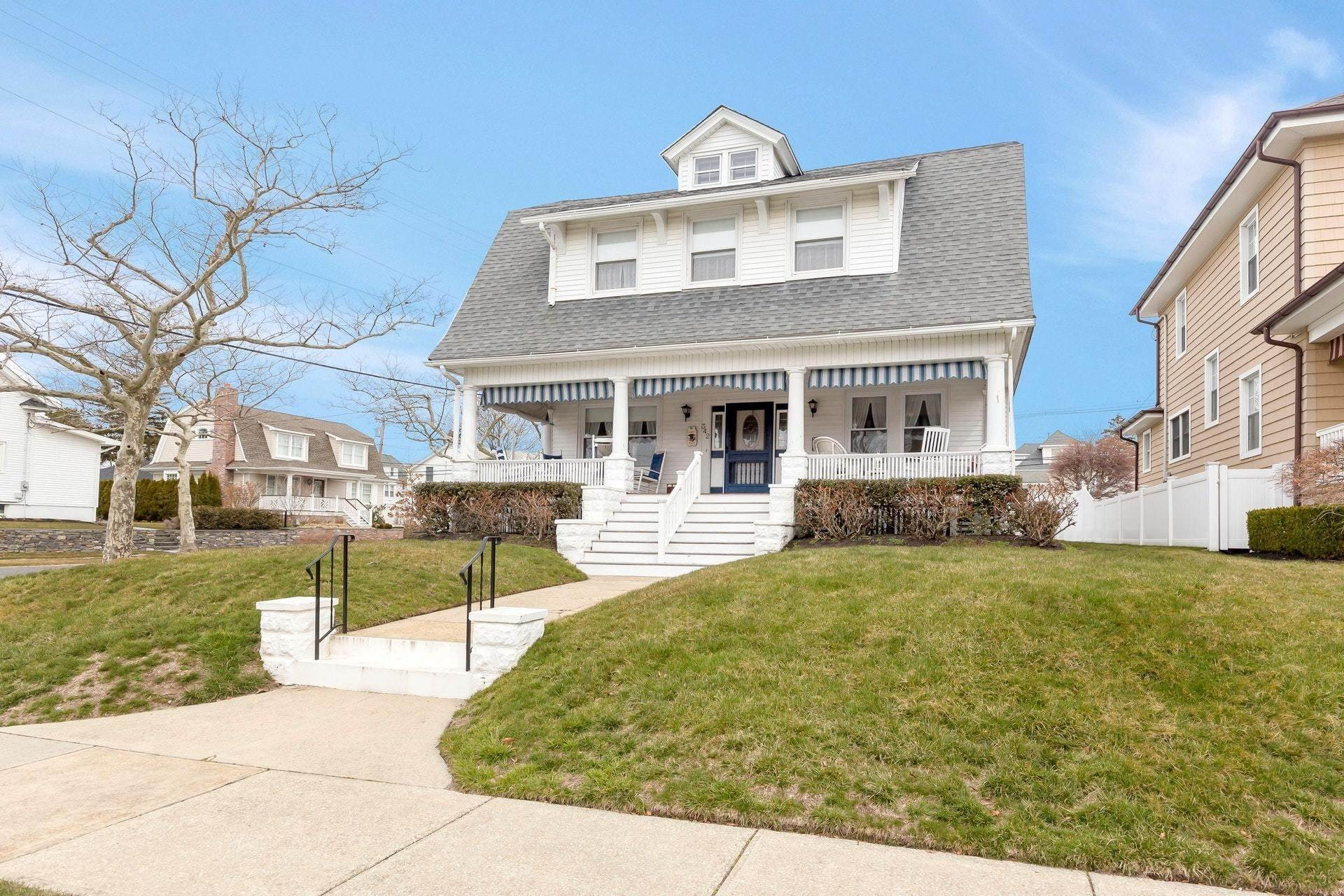 37. Single Family Homes for Sale at 342 Lincoln Avenue Avon by the Sea, New Jersey 07717 United States