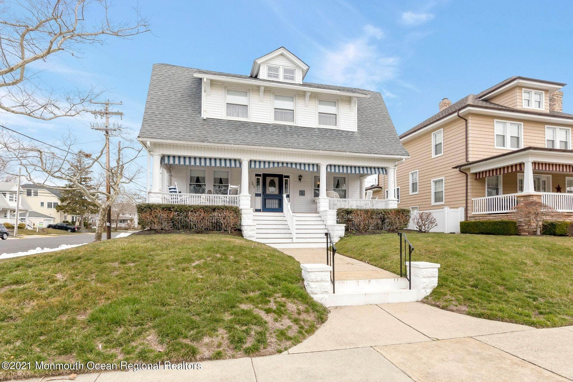 38. Single Family Homes for Sale at 342 Lincoln Avenue Avon by the Sea, New Jersey 07717 United States