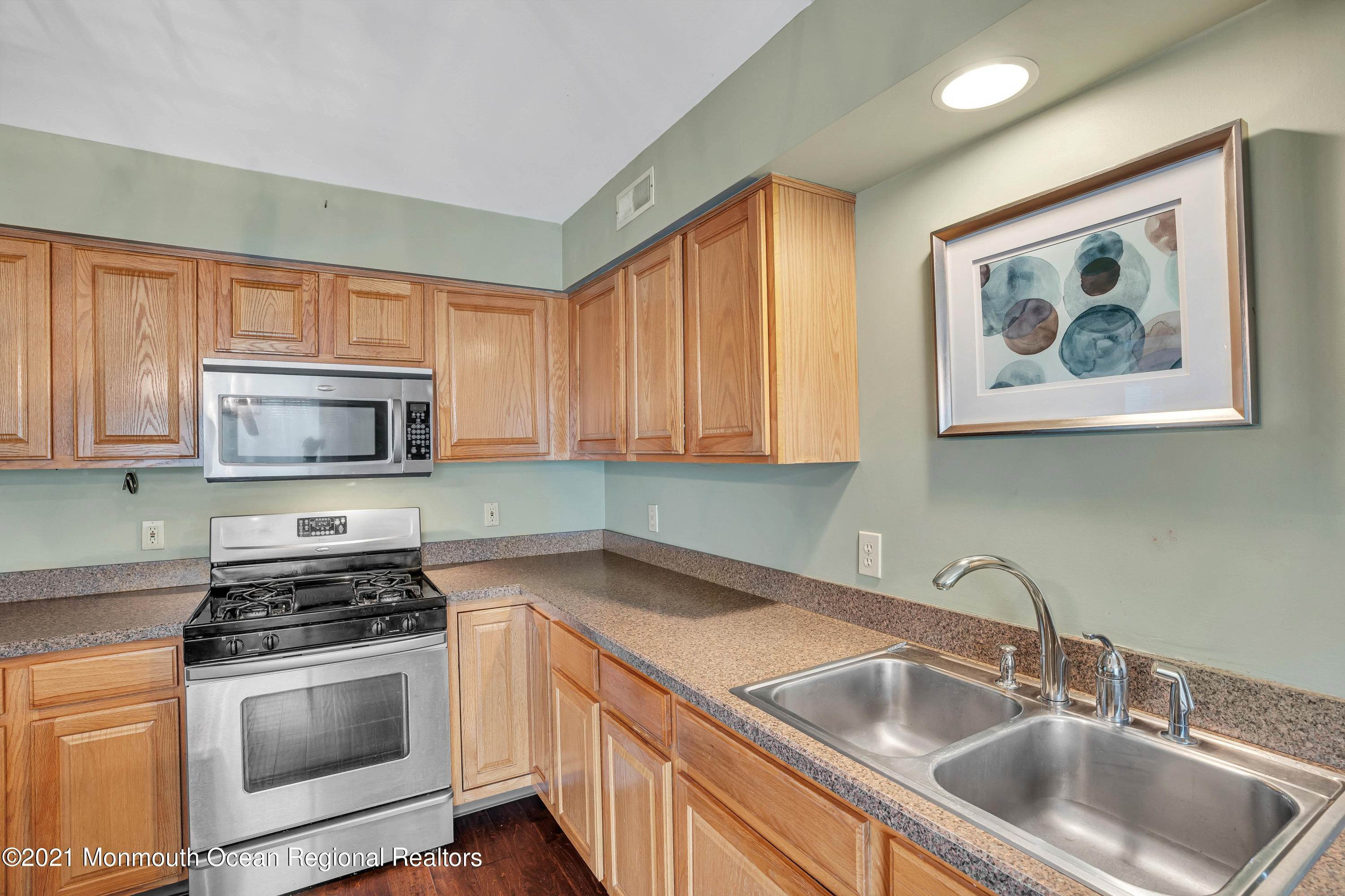19. Condominiums for Sale at 5401 Belmont Court Toms River, New Jersey 08755 United States