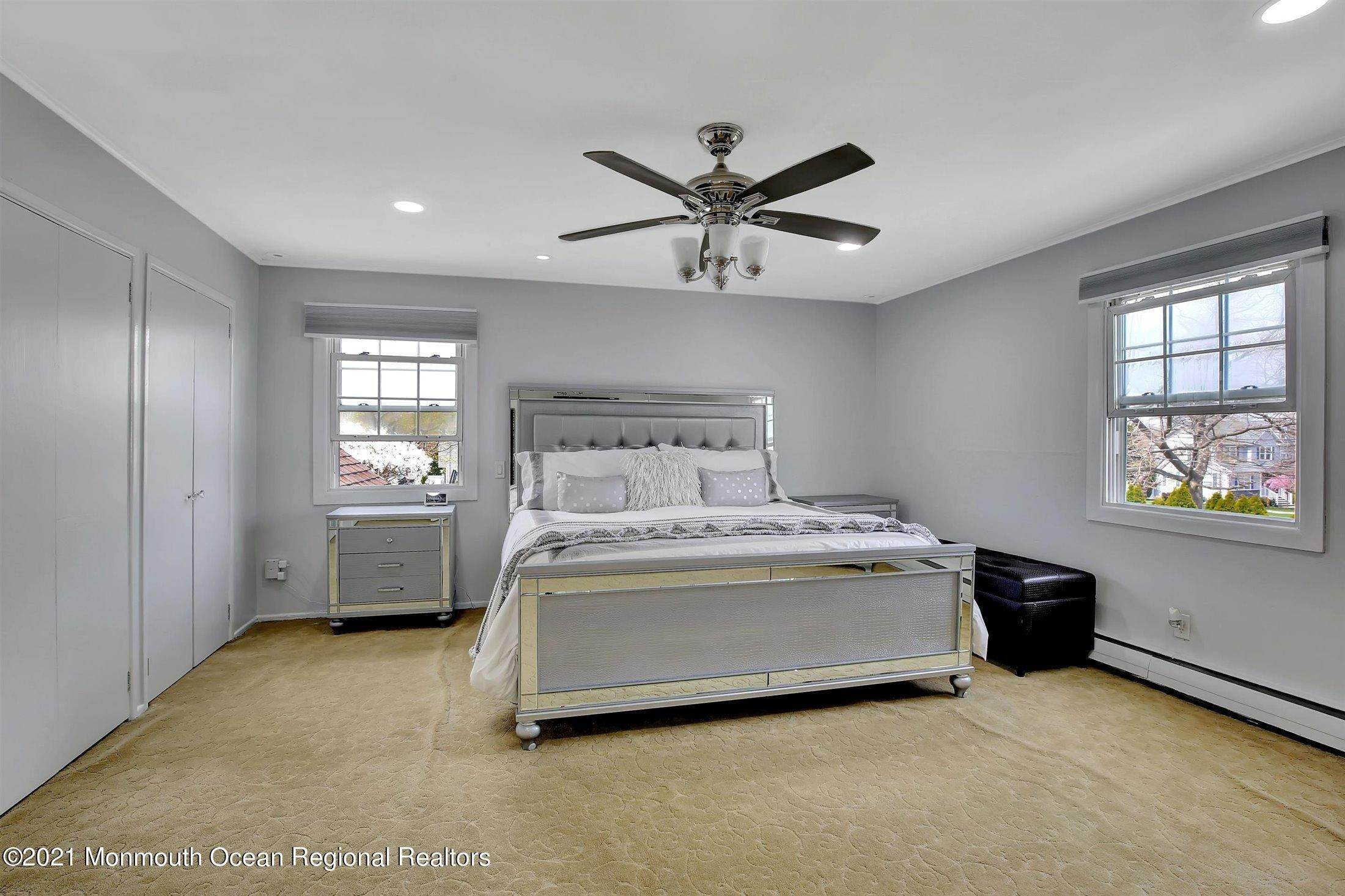 16. Single Family Homes for Sale at 251 Highland Avenue Long Branch, New Jersey 07740 United States