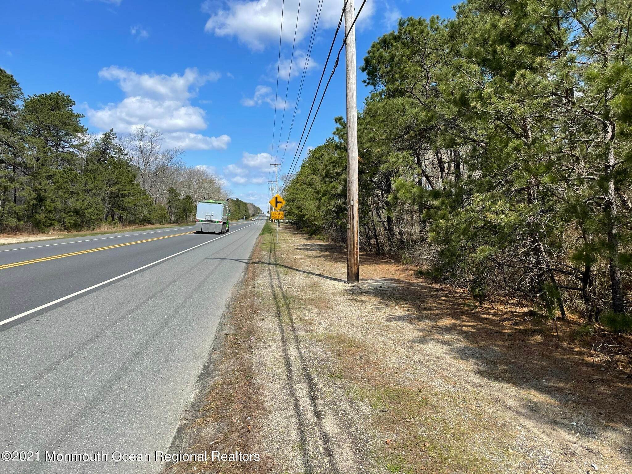 7. Commercial for Sale at 1728 Route 72 Manahawkin, New Jersey 08050 United States