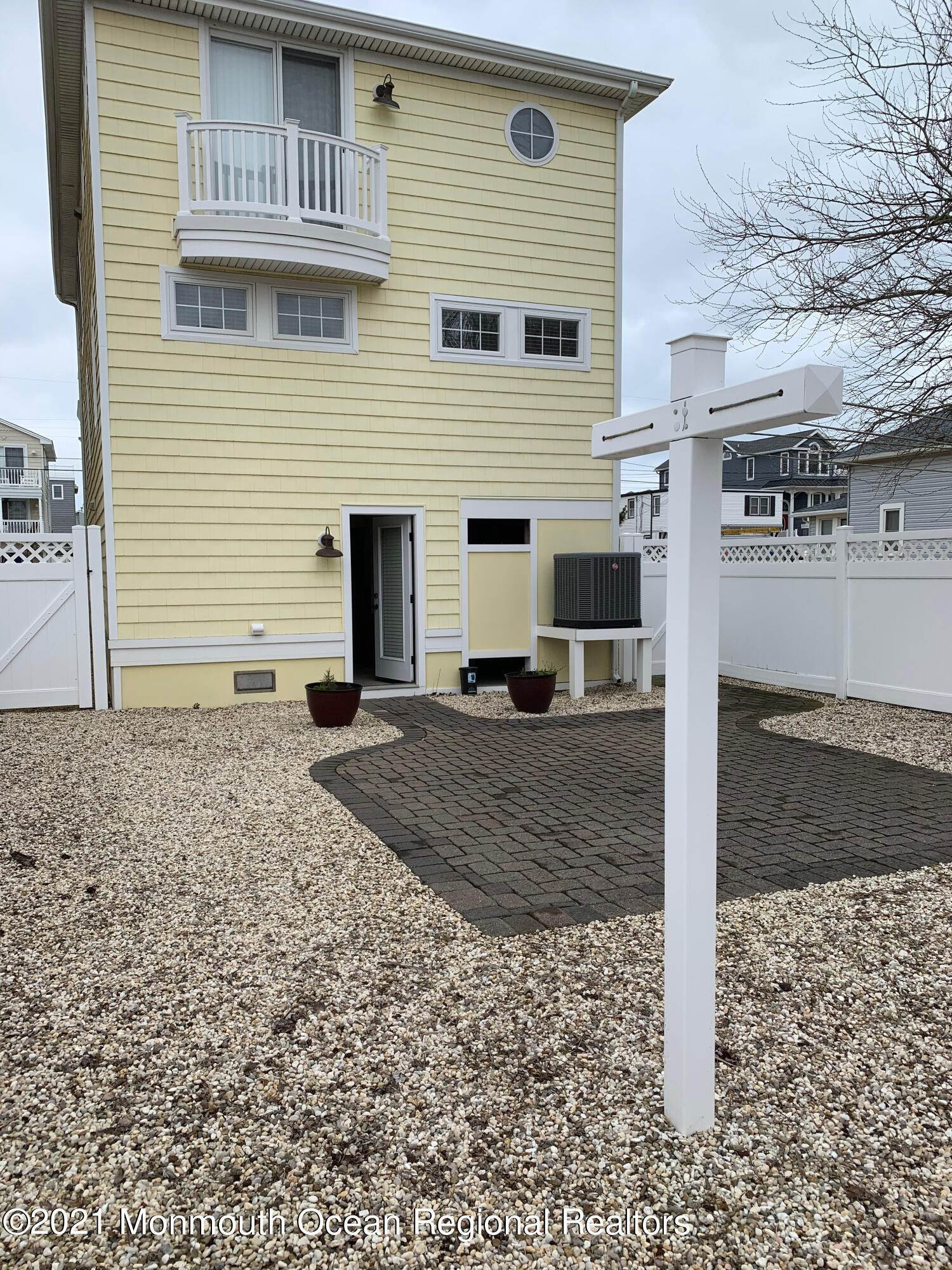 4. Single Family Homes for Sale at 106 4th Street Ship Bottom, New Jersey 08008 United States