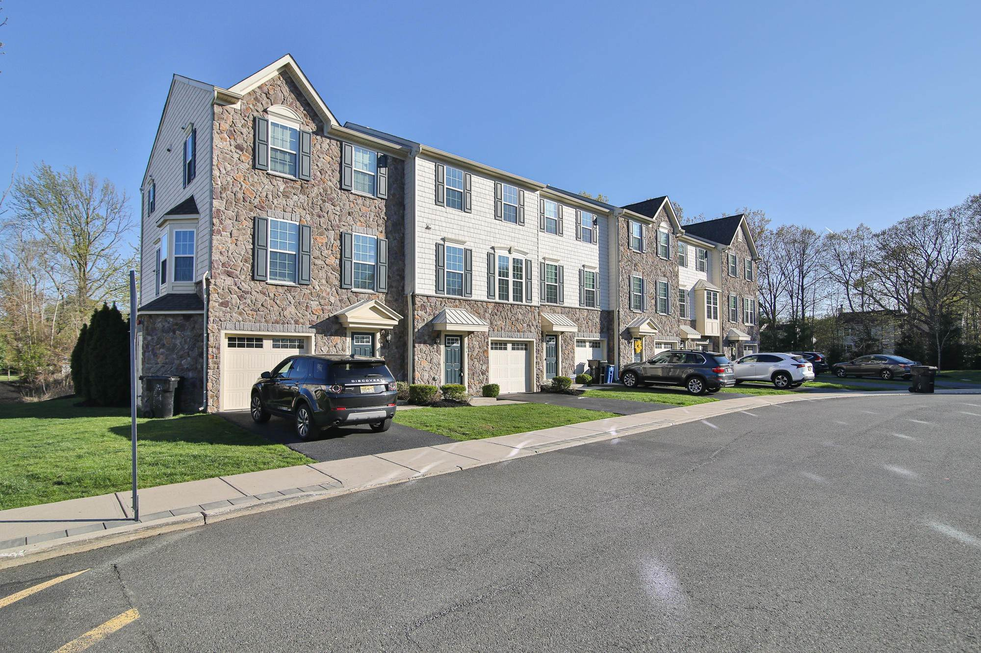3. Condominiums for Sale at 106 Phillip E Frank Way Cliffwood, New Jersey 07721 United States