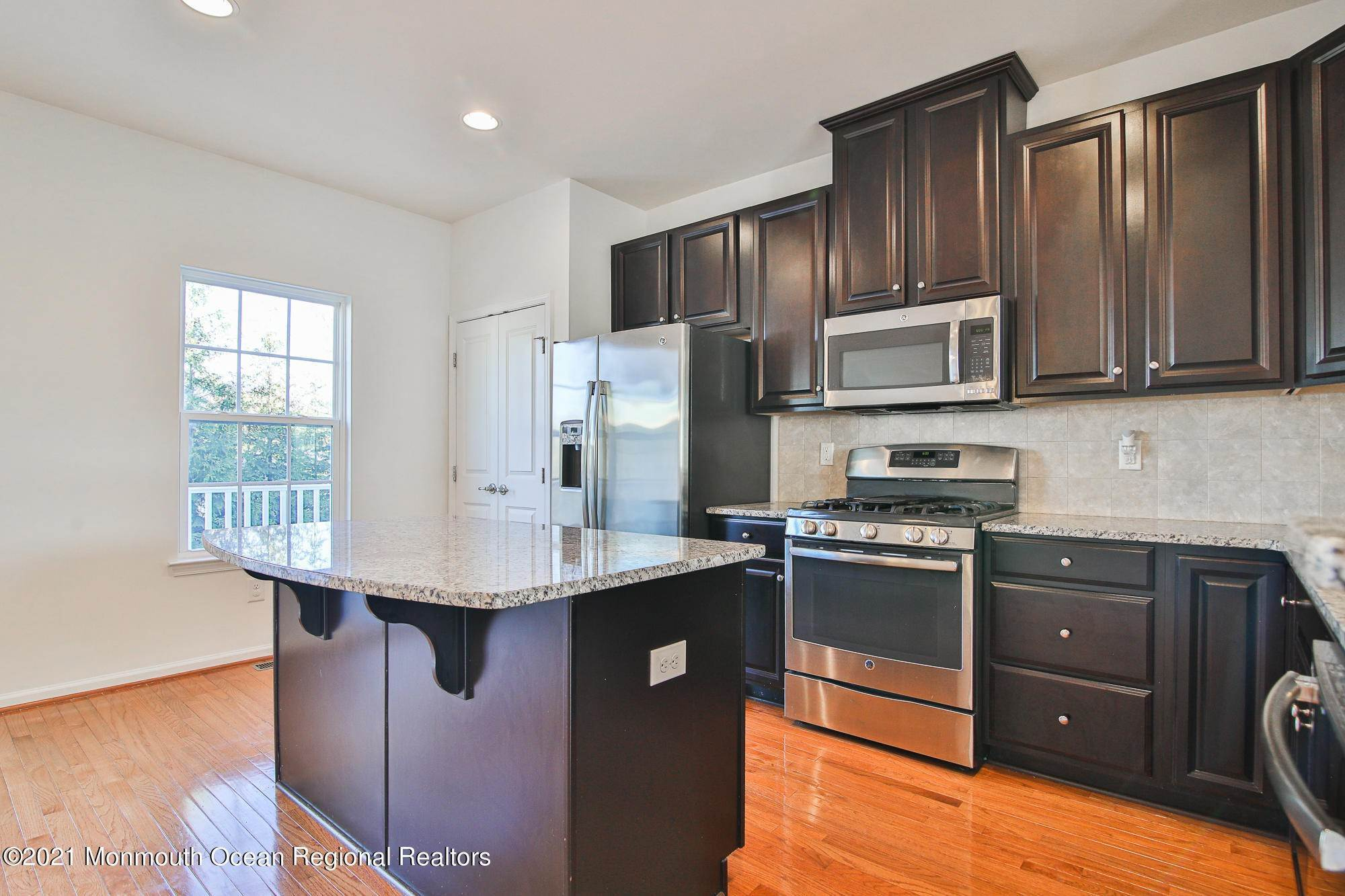 11. Condominiums for Sale at 106 Phillip E Frank Way Cliffwood, New Jersey 07721 United States