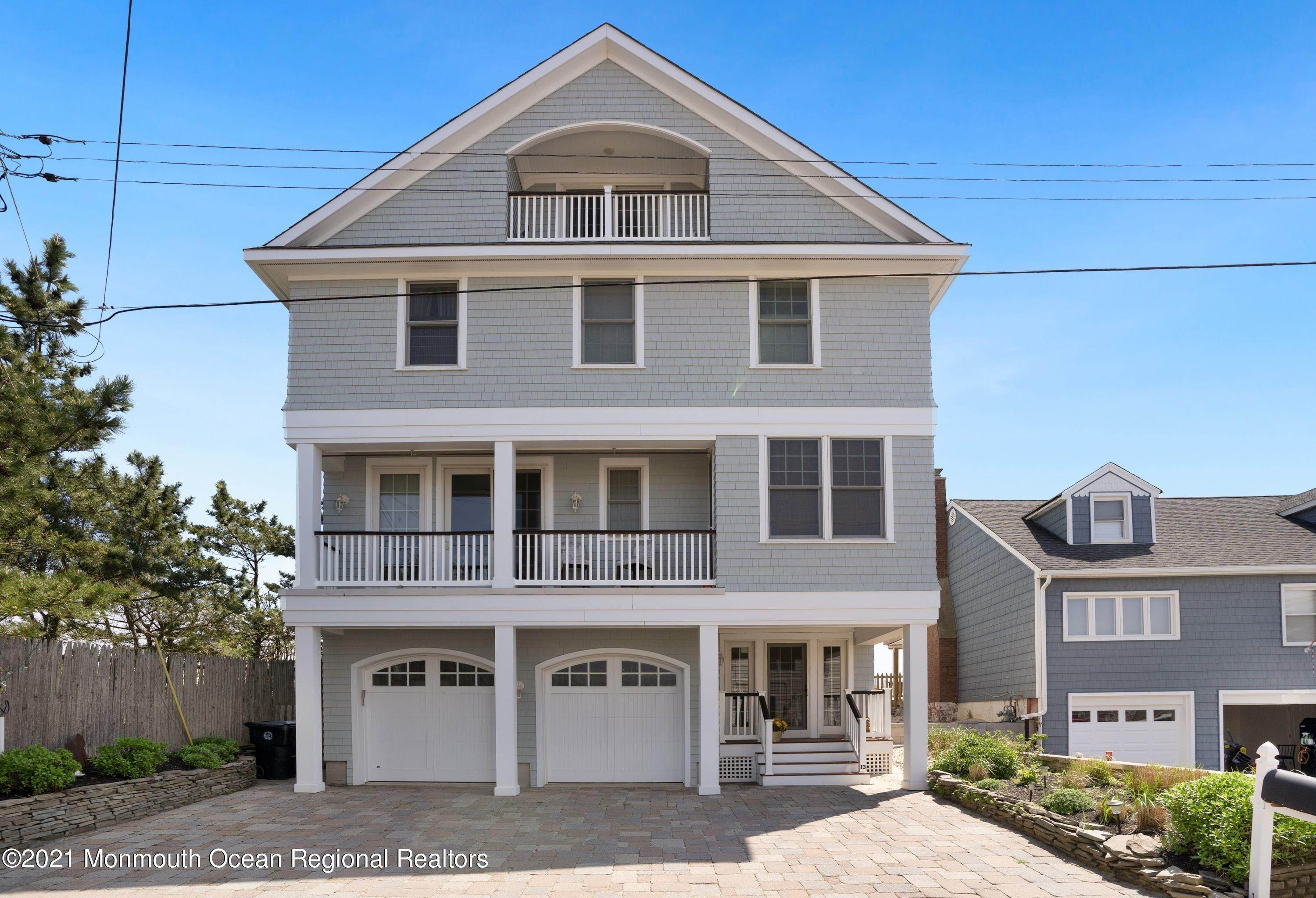 5. Single Family Homes for Sale at 13 Edgewater Terrace Mantoloking, New Jersey 08738 United States