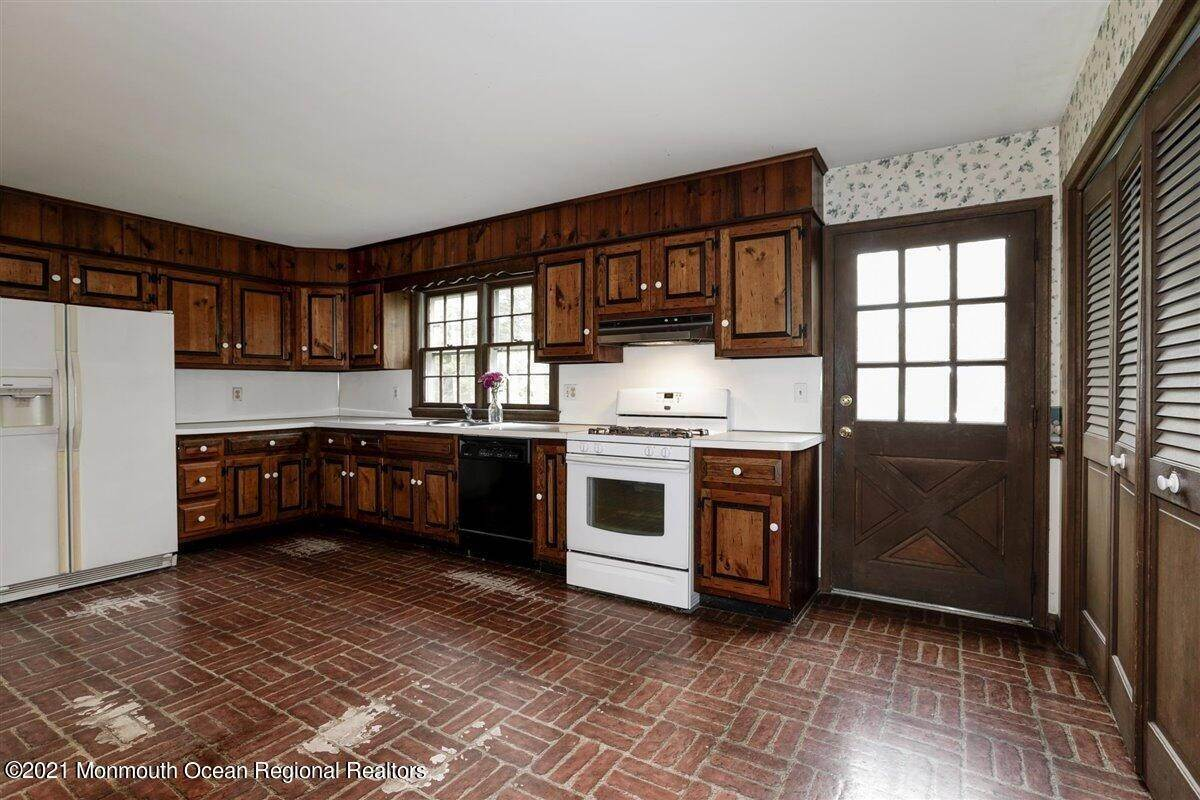 21. Single Family Homes for Sale at 3500 Belmar Boulevard Wall, New Jersey 07753 United States
