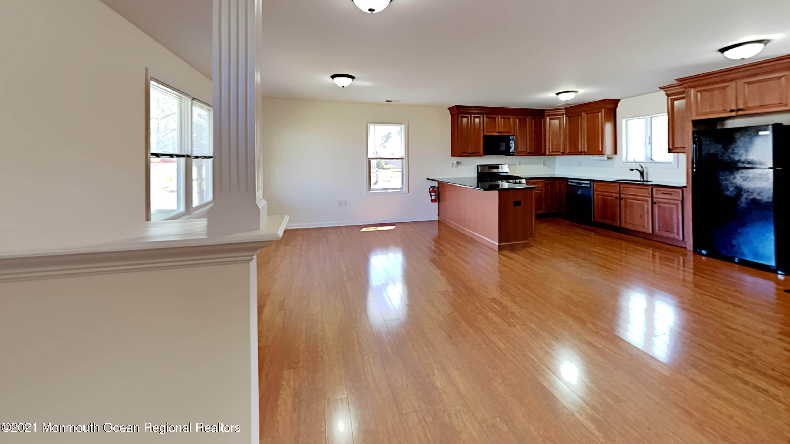 6. Single Family Homes for Sale at 276 Lake Shore Drive Brick, New Jersey 08723 United States