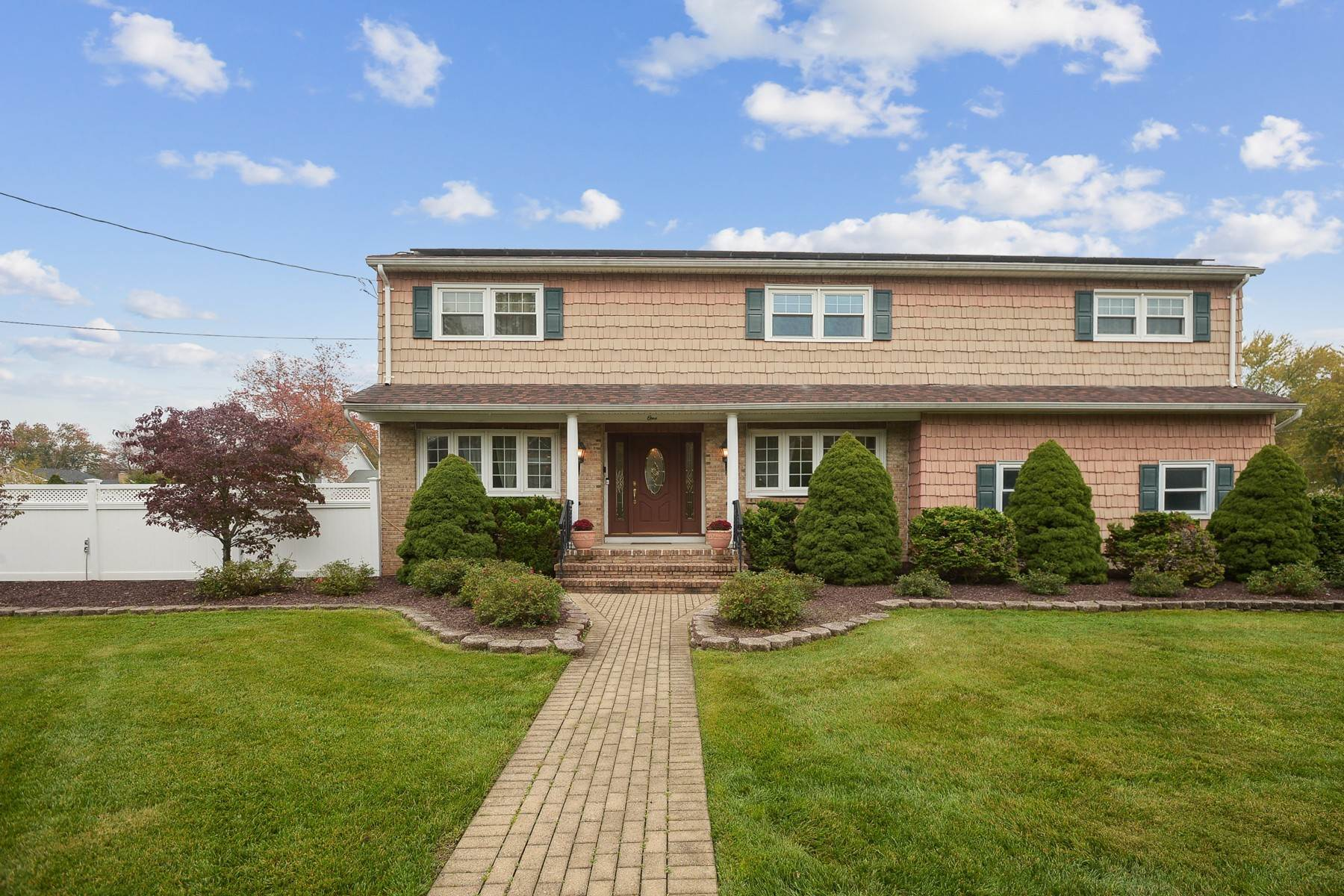 Single Family Homes for Sale at Gracious Custom Colonial 3 Essex Place West Caldwell, New Jersey 07006 United States