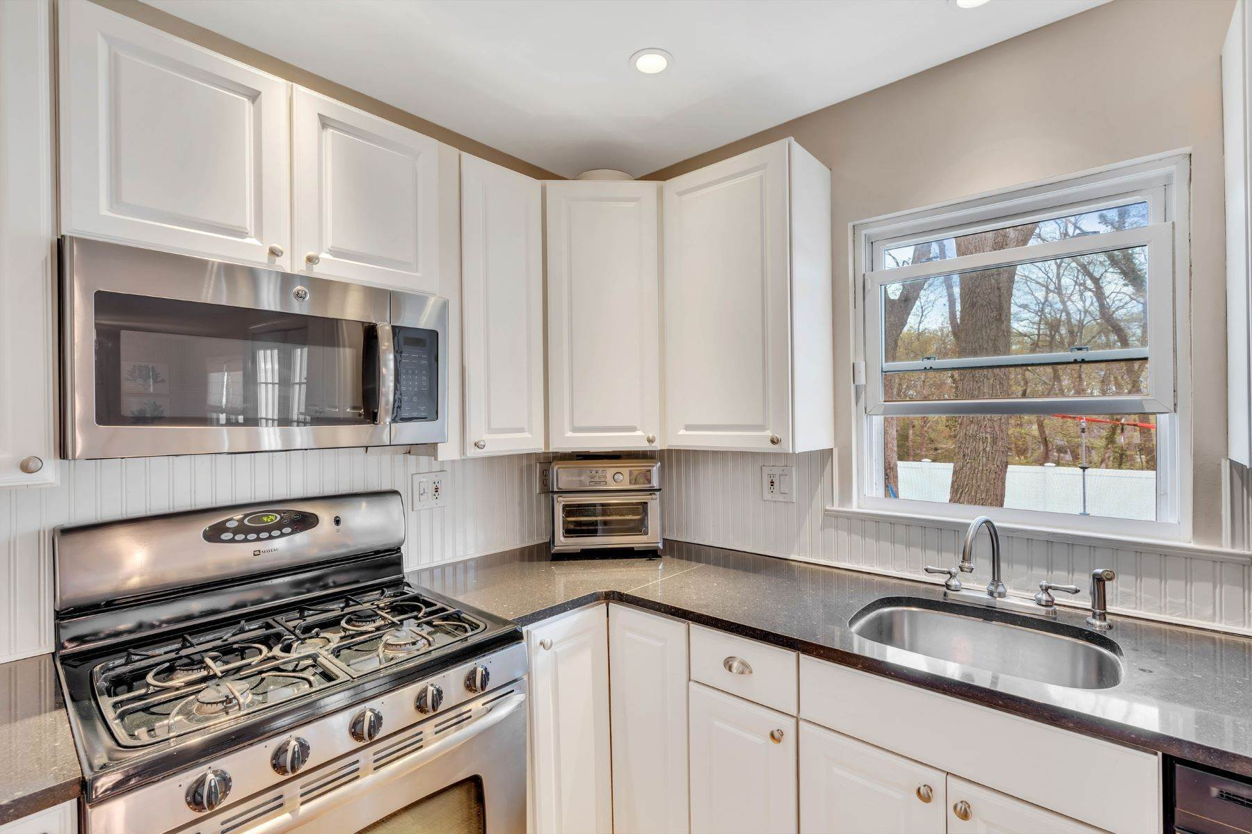 17. Single Family Homes for Sale at Delightful Colonial 41 Pinewood Drive Neptune, New Jersey 07753 United States