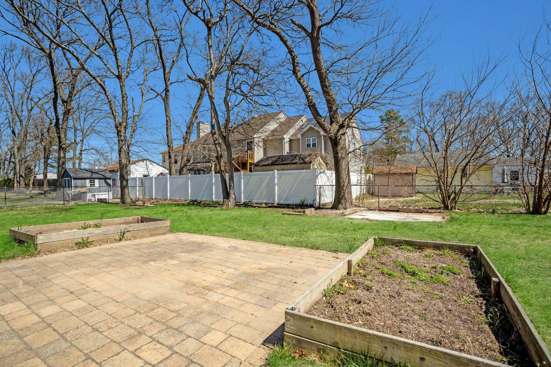37. Single Family Homes for Sale at Point Pleasant Manor 21 Washington Drive Brick, New Jersey 08724 United States